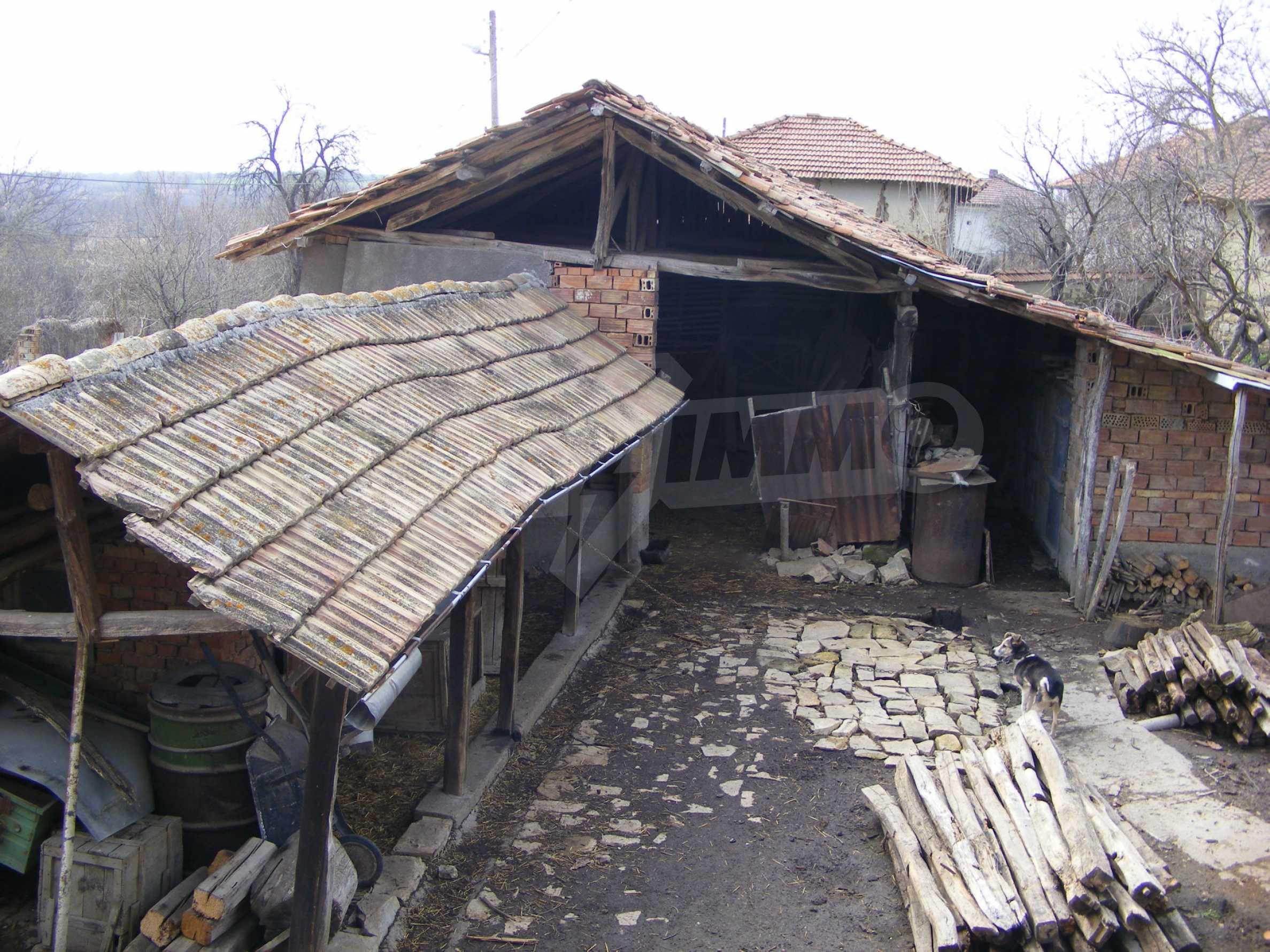 Großes zweistöckiges Backsteinhaus in einem Dorf 40 km von Veliko Tarnovo entfernt 14