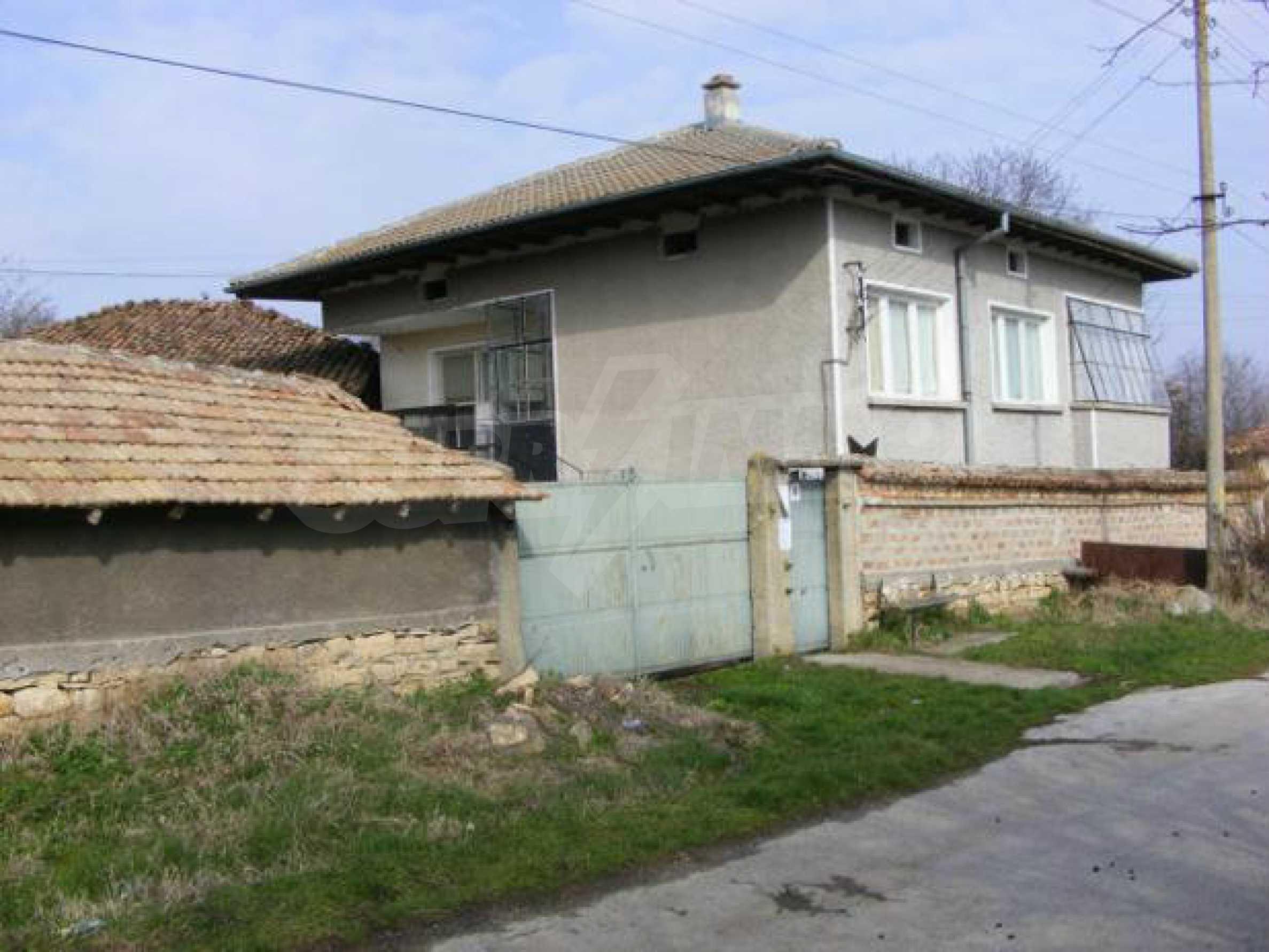 Großes zweistöckiges Backsteinhaus in einem Dorf 40 km von Veliko Tarnovo entfernt 1
