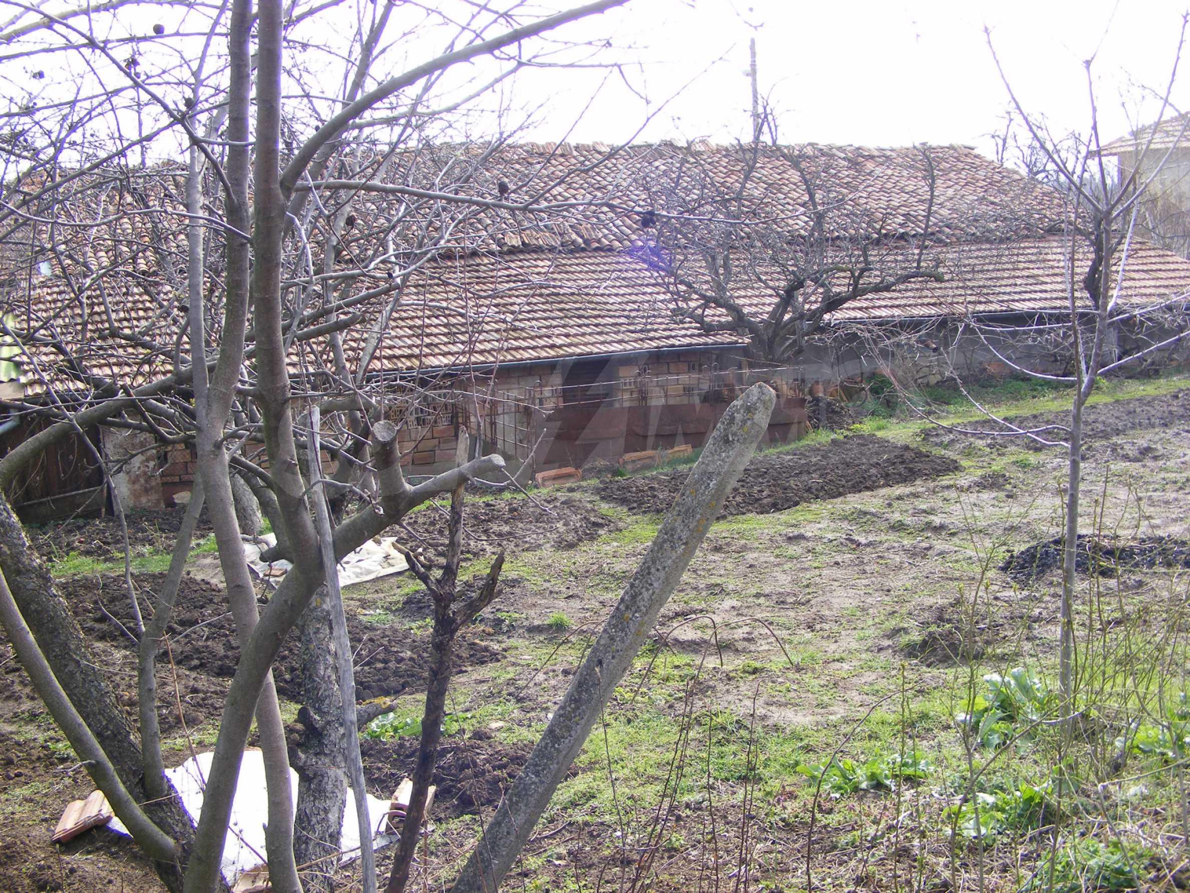 Großes zweistöckiges Backsteinhaus in einem Dorf 40 km von Veliko Tarnovo entfernt 19