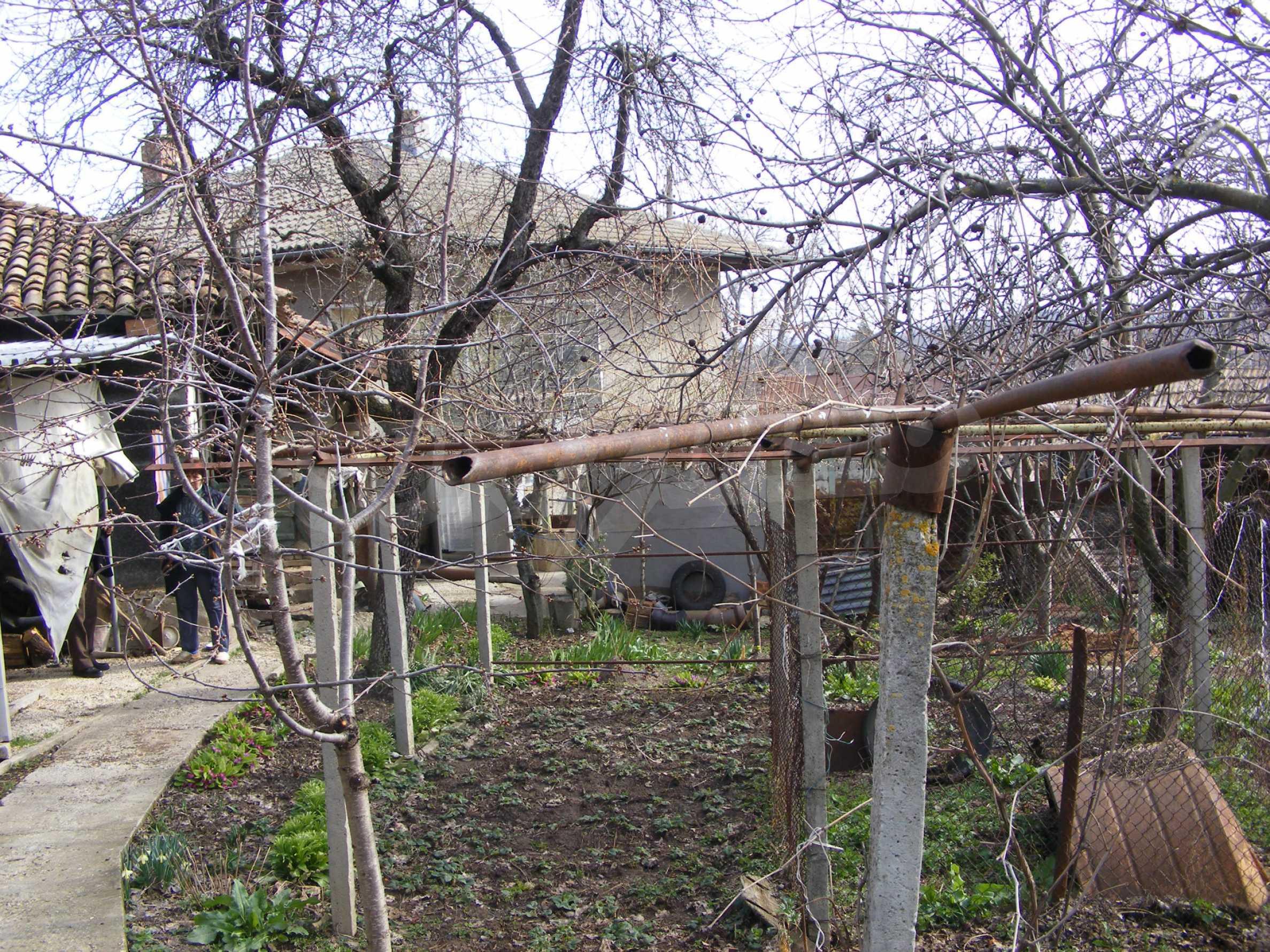 Großes zweistöckiges Backsteinhaus in einem Dorf 40 km von Veliko Tarnovo entfernt 20
