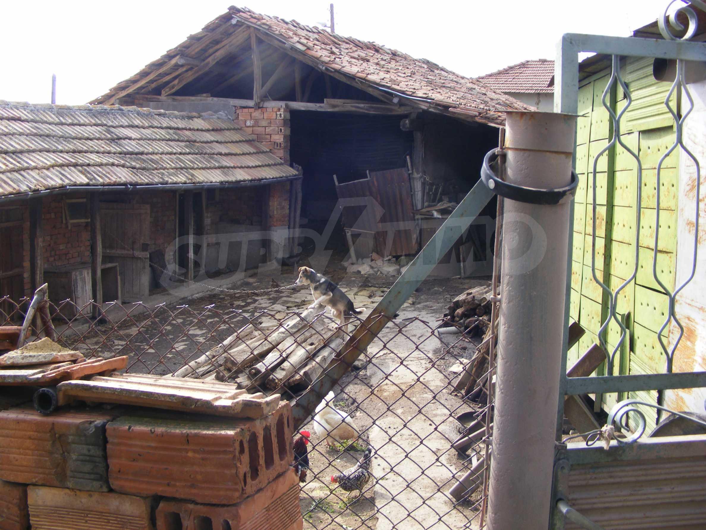 Großes zweistöckiges Backsteinhaus in einem Dorf 40 km von Veliko Tarnovo entfernt 21