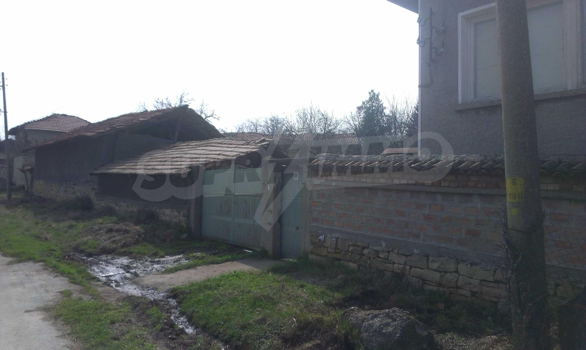 Großes zweistöckiges Backsteinhaus in einem Dorf 40 km von Veliko Tarnovo entfernt 24