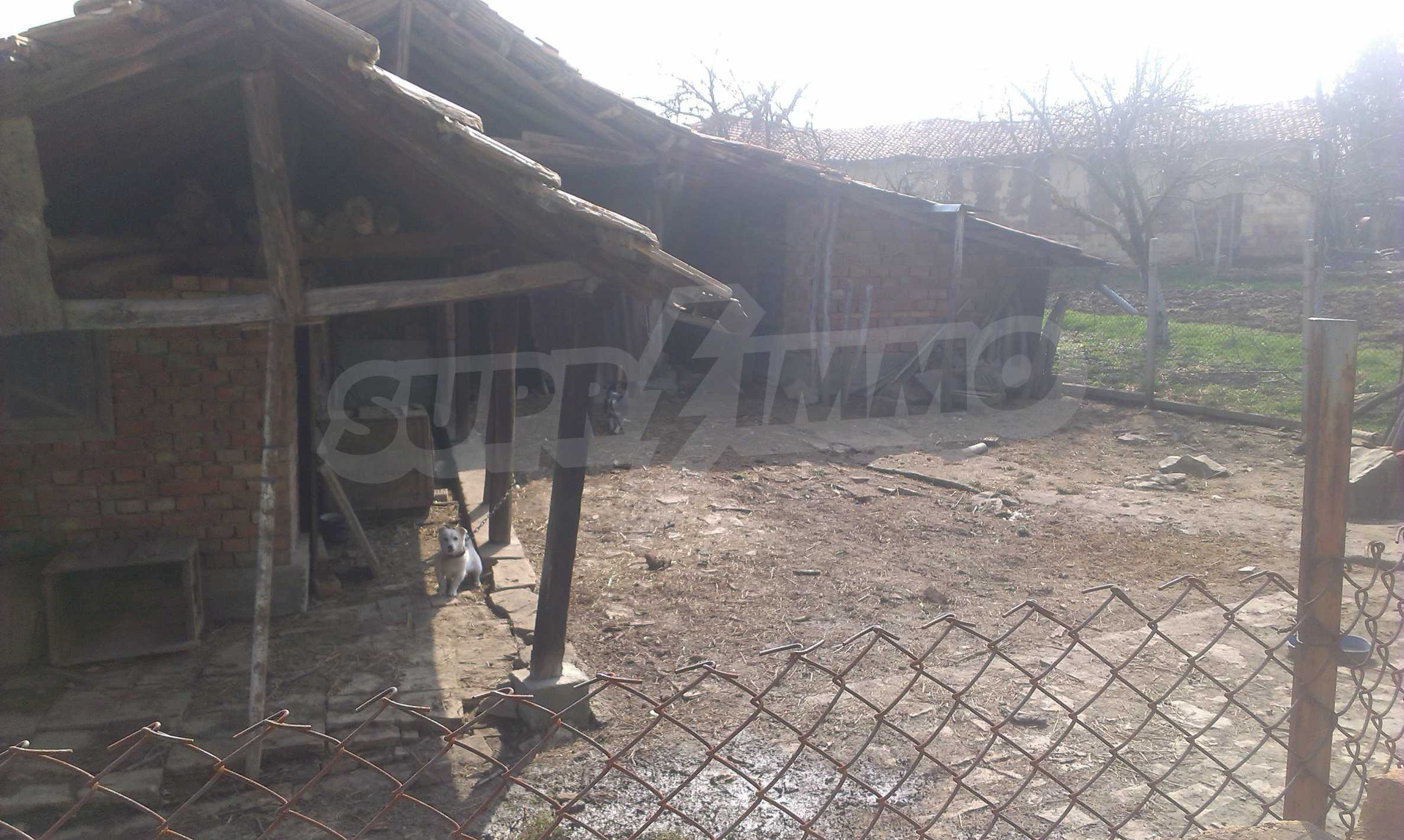Großes zweistöckiges Backsteinhaus in einem Dorf 40 km von Veliko Tarnovo entfernt 26