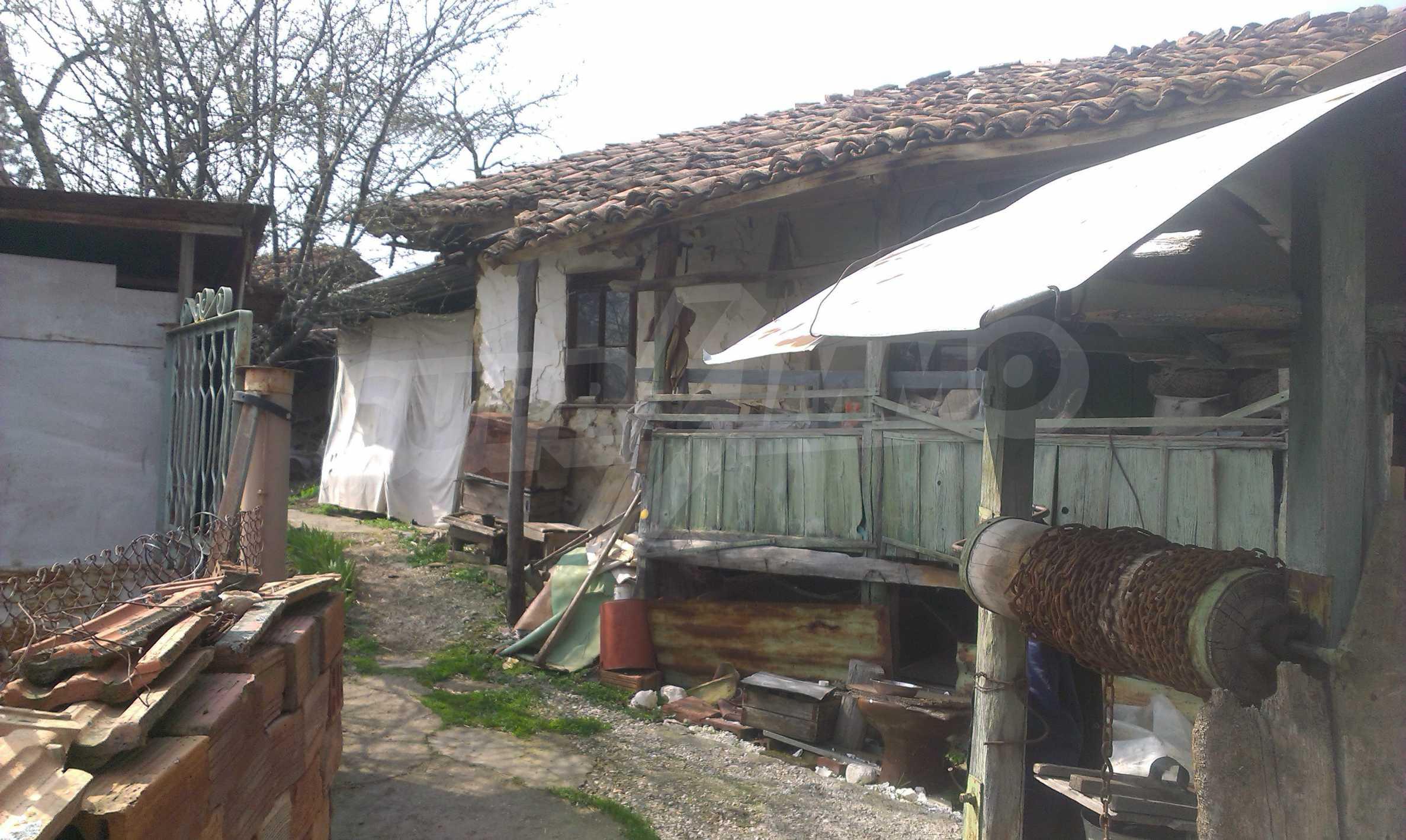Großes zweistöckiges Backsteinhaus in einem Dorf 40 km von Veliko Tarnovo entfernt 27