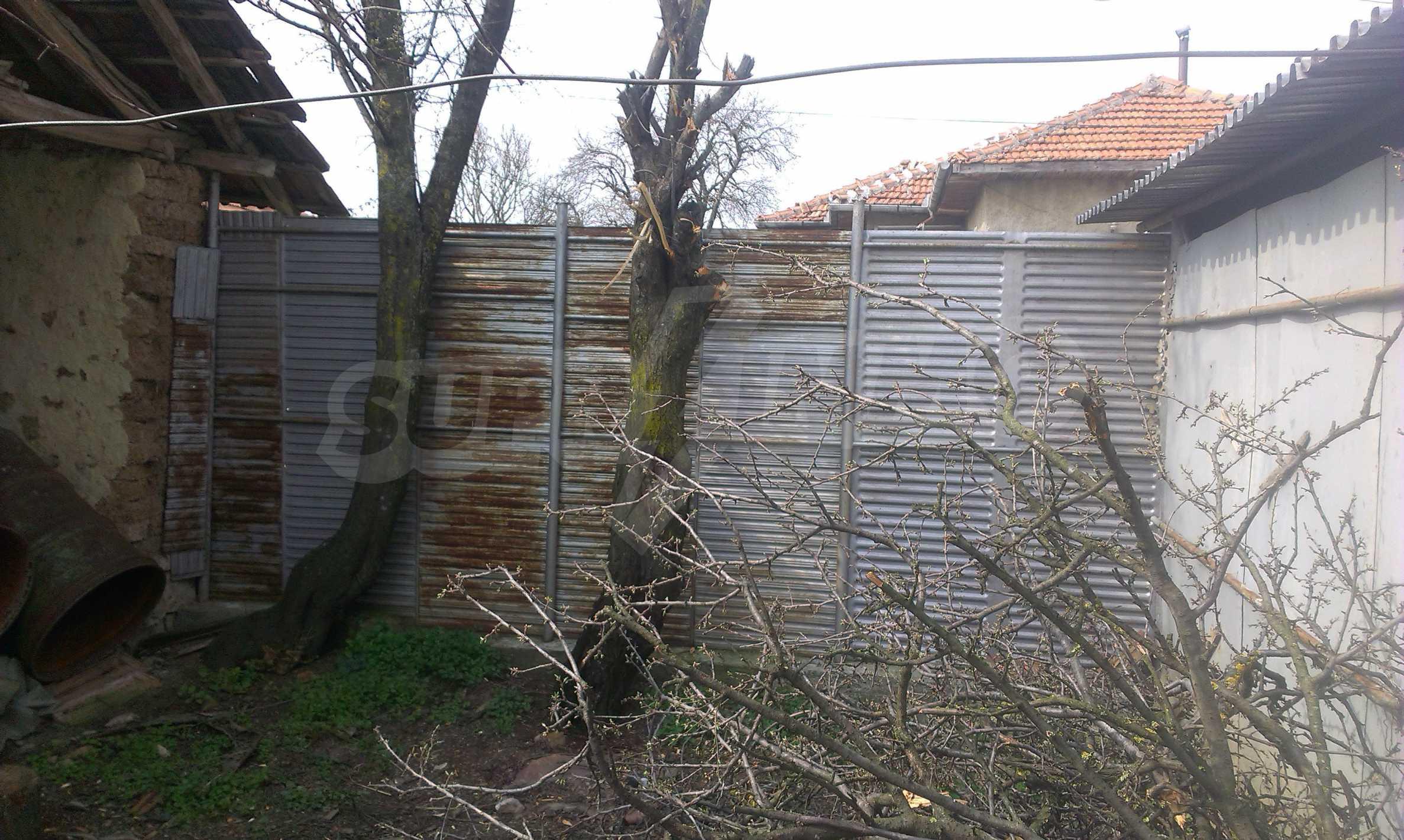 Großes zweistöckiges Backsteinhaus in einem Dorf 40 km von Veliko Tarnovo entfernt 30