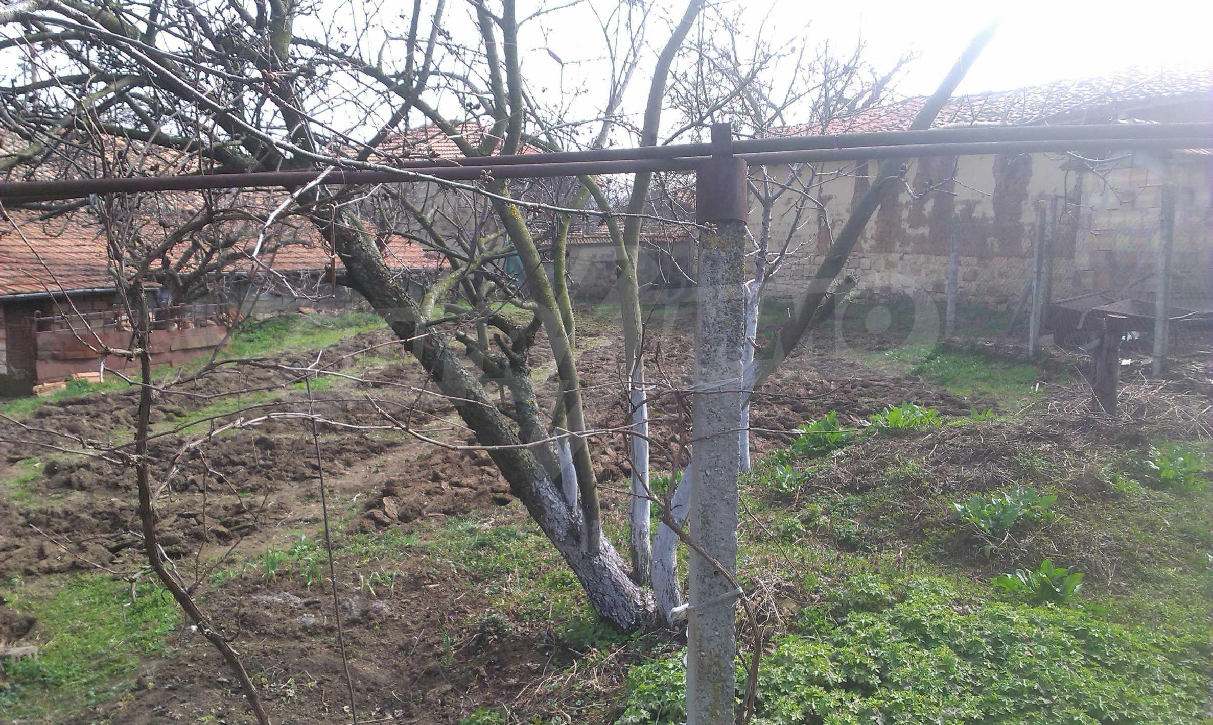Großes zweistöckiges Backsteinhaus in einem Dorf 40 km von Veliko Tarnovo entfernt 31