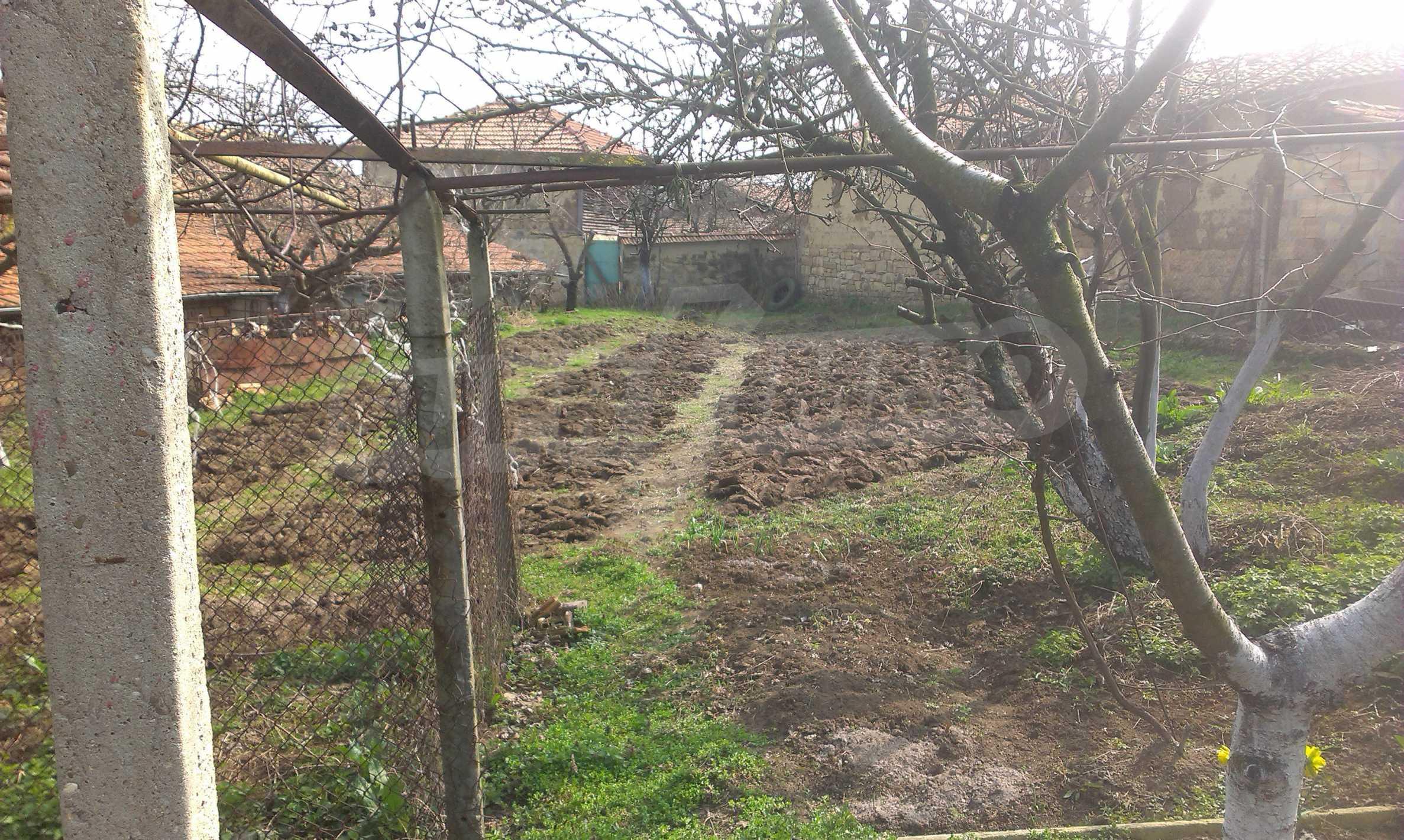 Großes zweistöckiges Backsteinhaus in einem Dorf 40 km von Veliko Tarnovo entfernt 33