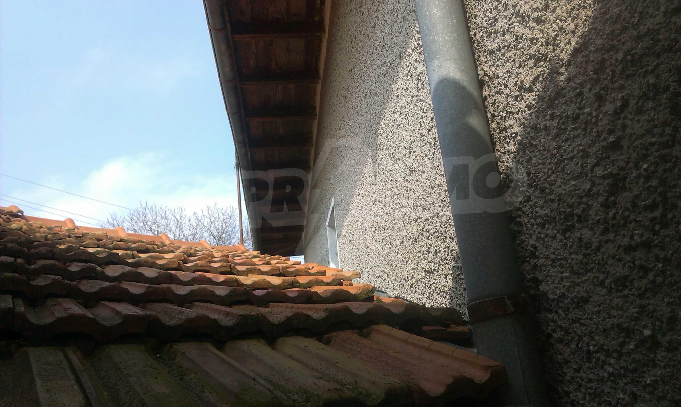 Großes zweistöckiges Backsteinhaus in einem Dorf 40 km von Veliko Tarnovo entfernt 39