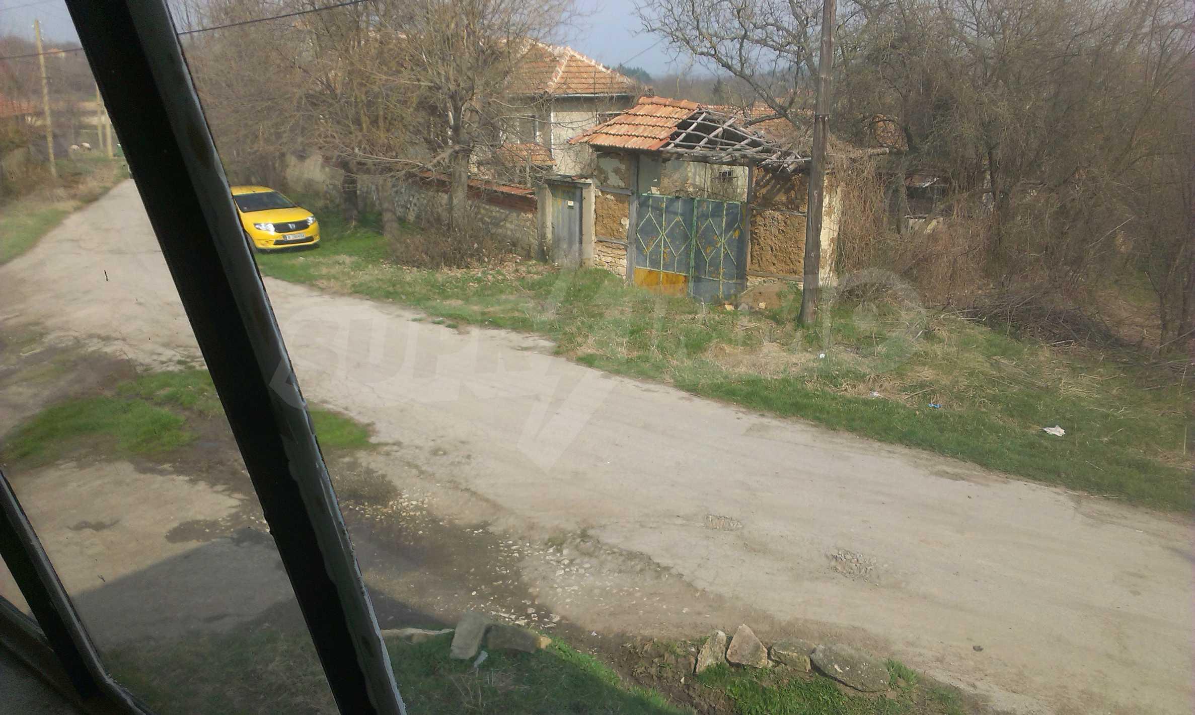 Großes zweistöckiges Backsteinhaus in einem Dorf 40 km von Veliko Tarnovo entfernt 58