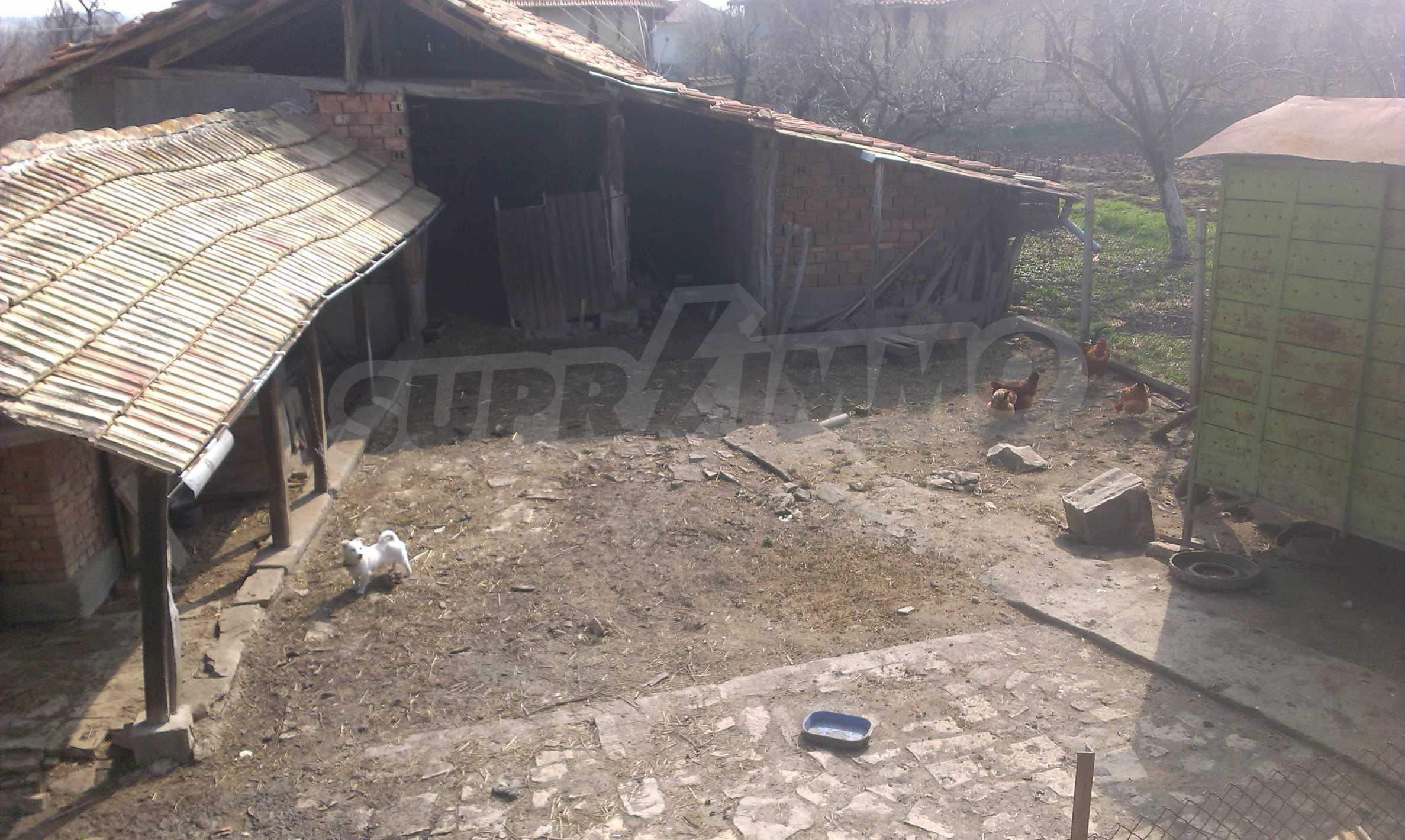 Großes zweistöckiges Backsteinhaus in einem Dorf 40 km von Veliko Tarnovo entfernt 65