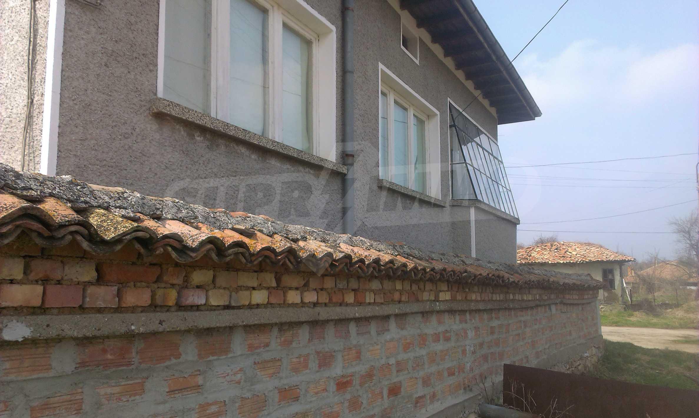 Großes zweistöckiges Backsteinhaus in einem Dorf 40 km von Veliko Tarnovo entfernt 67
