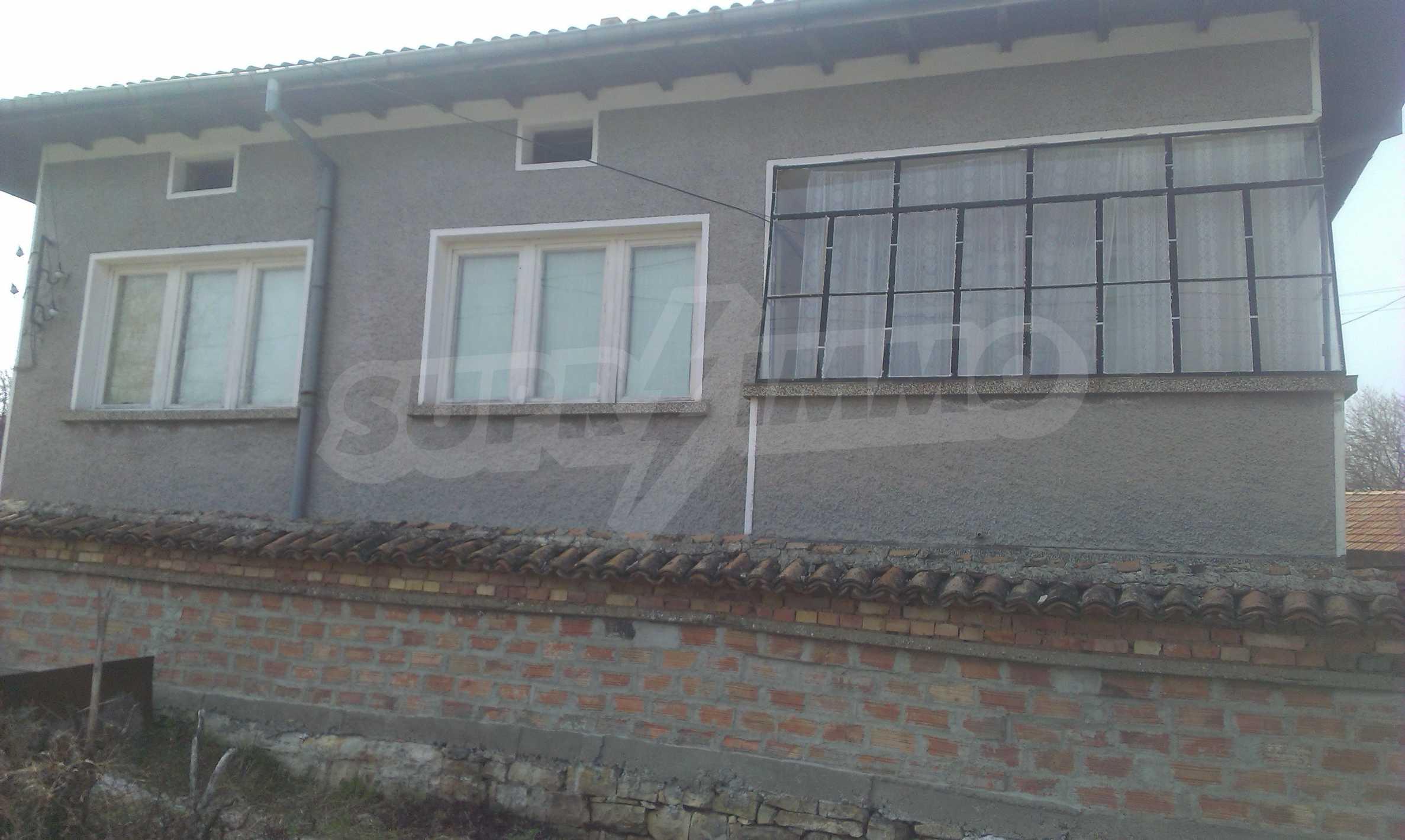 Großes zweistöckiges Backsteinhaus in einem Dorf 40 km von Veliko Tarnovo entfernt 69