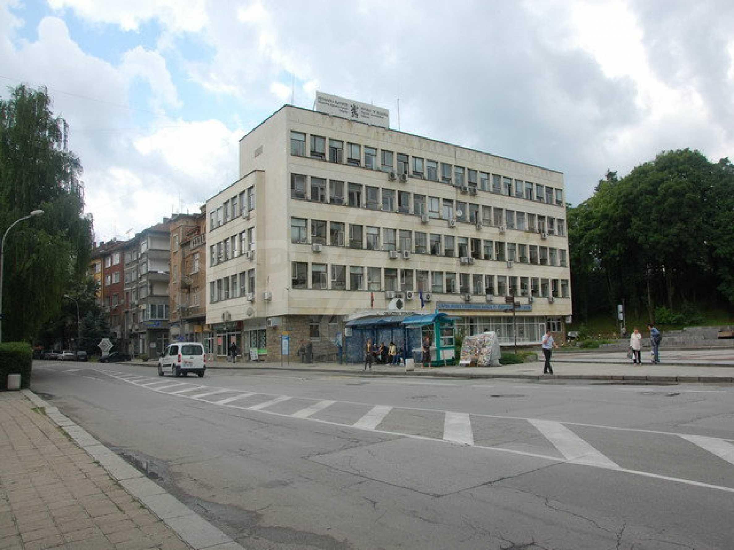 Етаж от офис сграда в центъра град Габрово