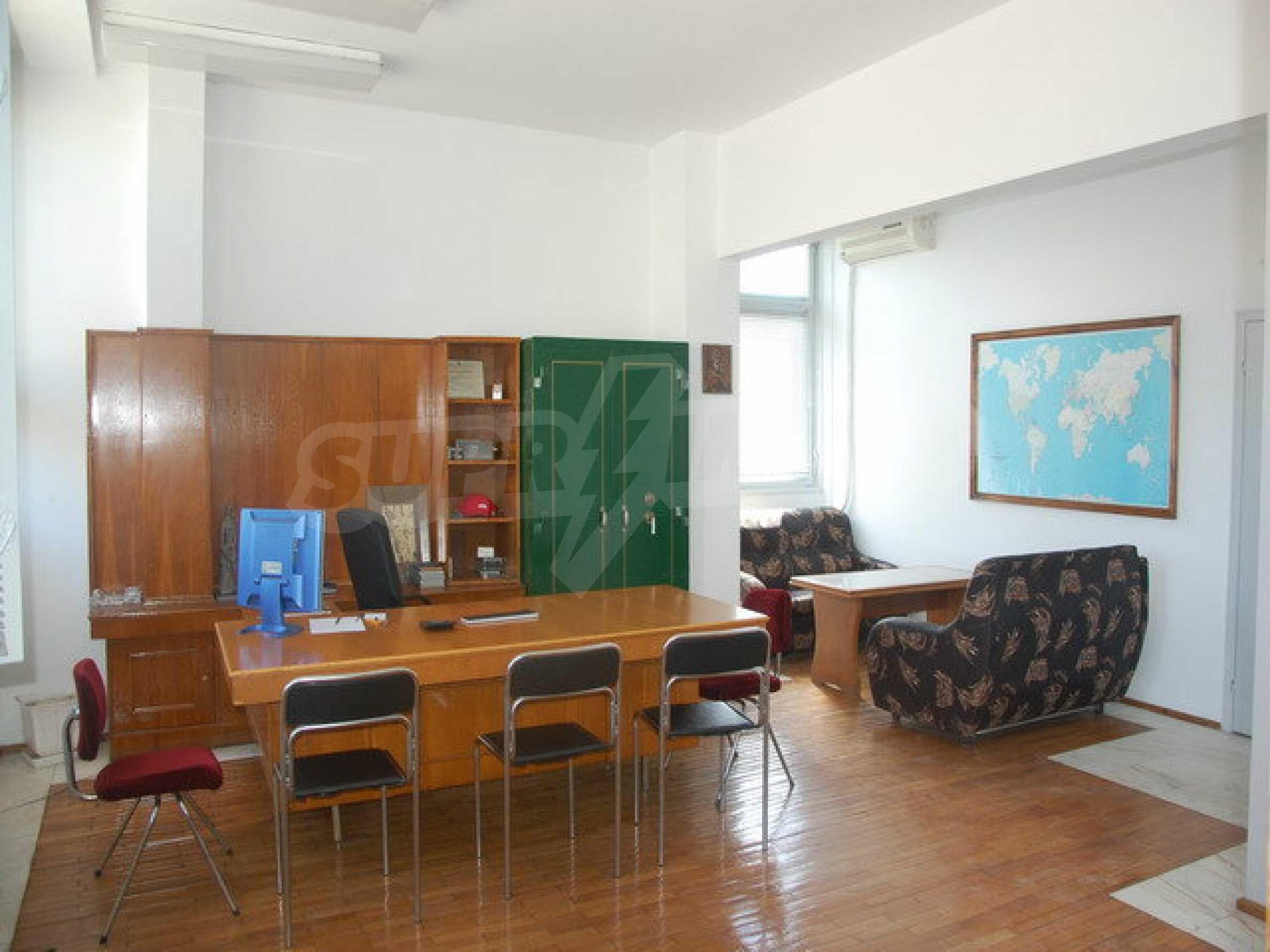 Етаж от офис сграда в центъра град Габрово 6