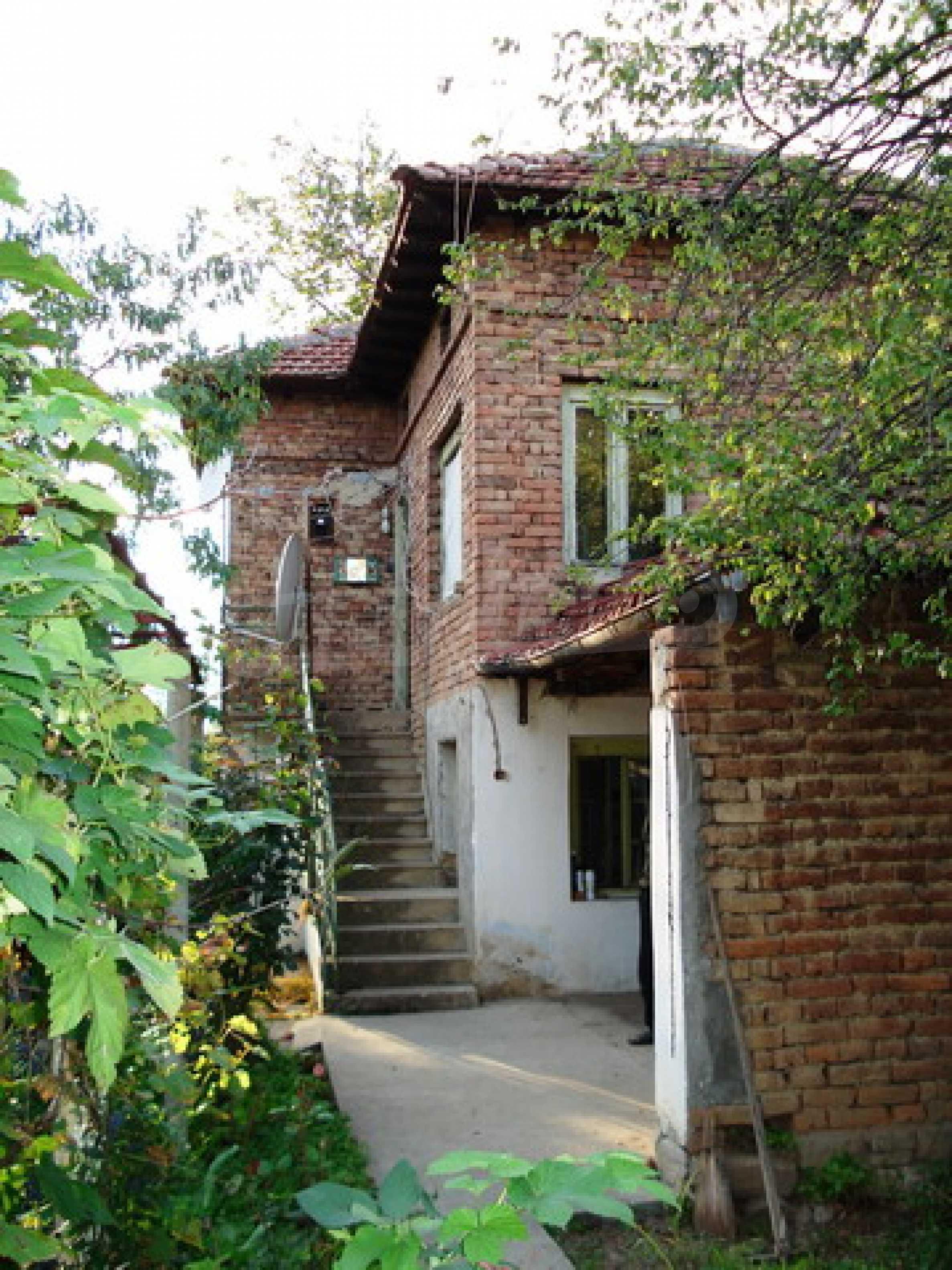 Кирпичный деревенский дом 1