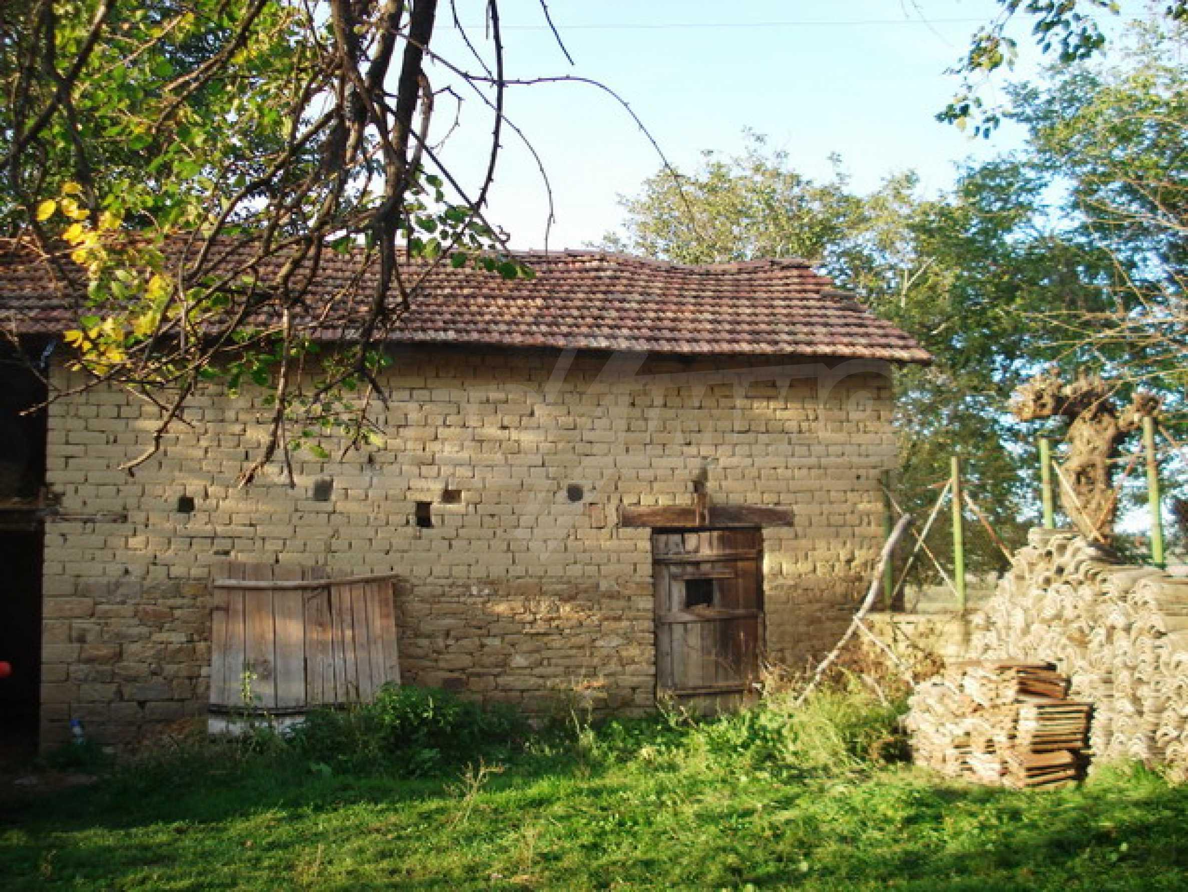 Кирпичный деревенский дом 8