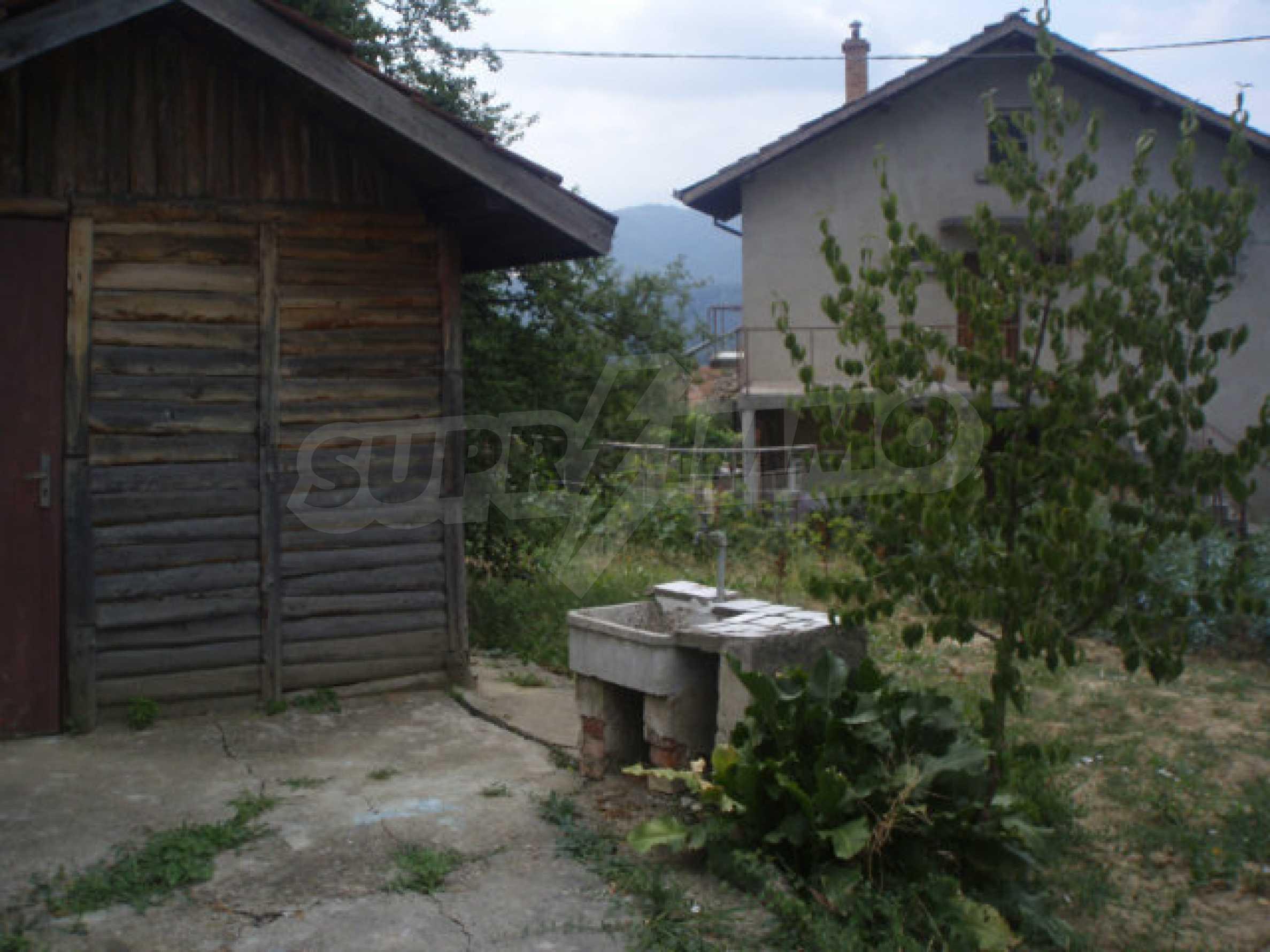 Schönes Grundstück mit einem kleinen Haus in einem sehr beliebten Dorf 2