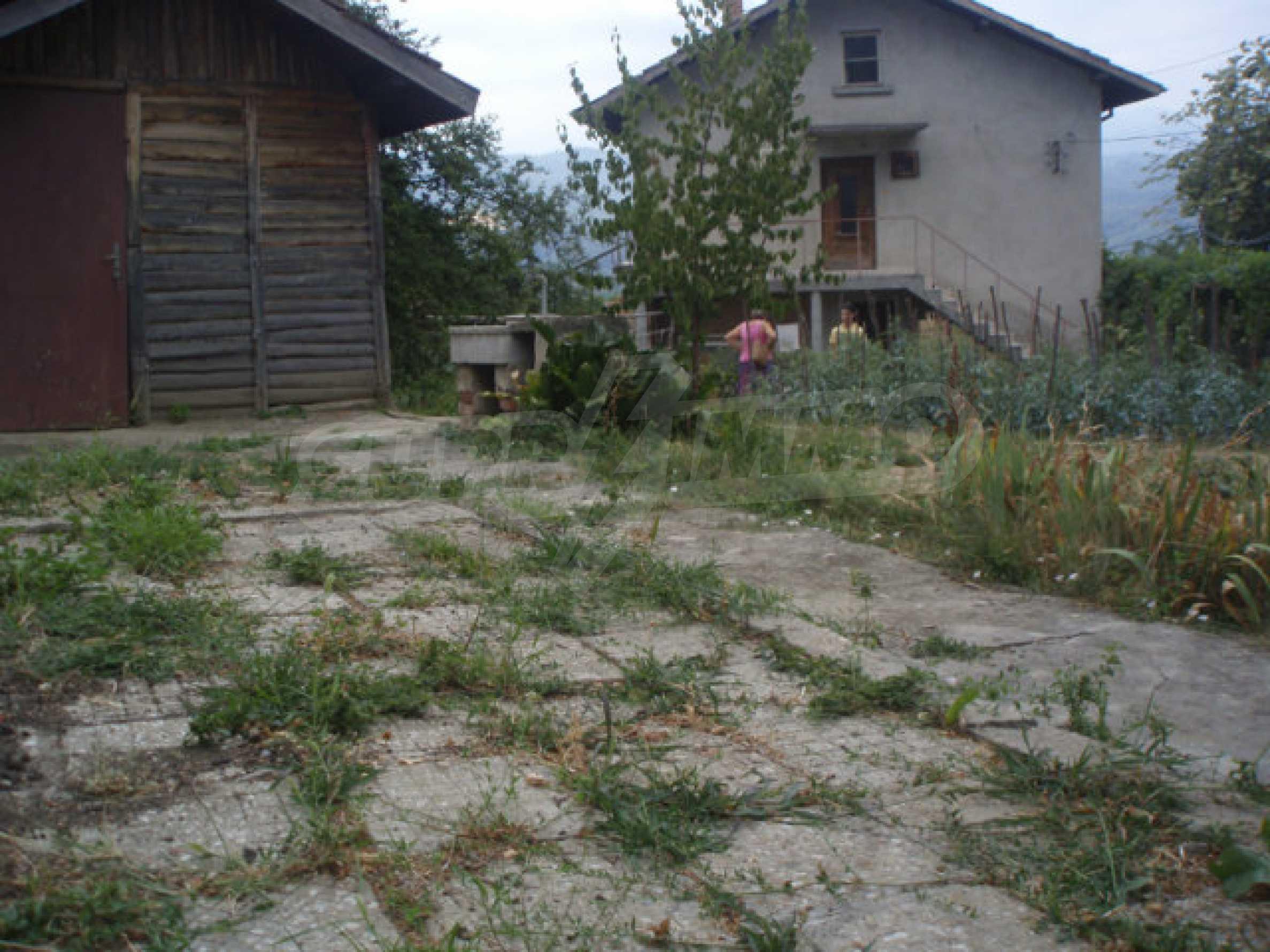 Schönes Grundstück mit einem kleinen Haus in einem sehr beliebten Dorf 3