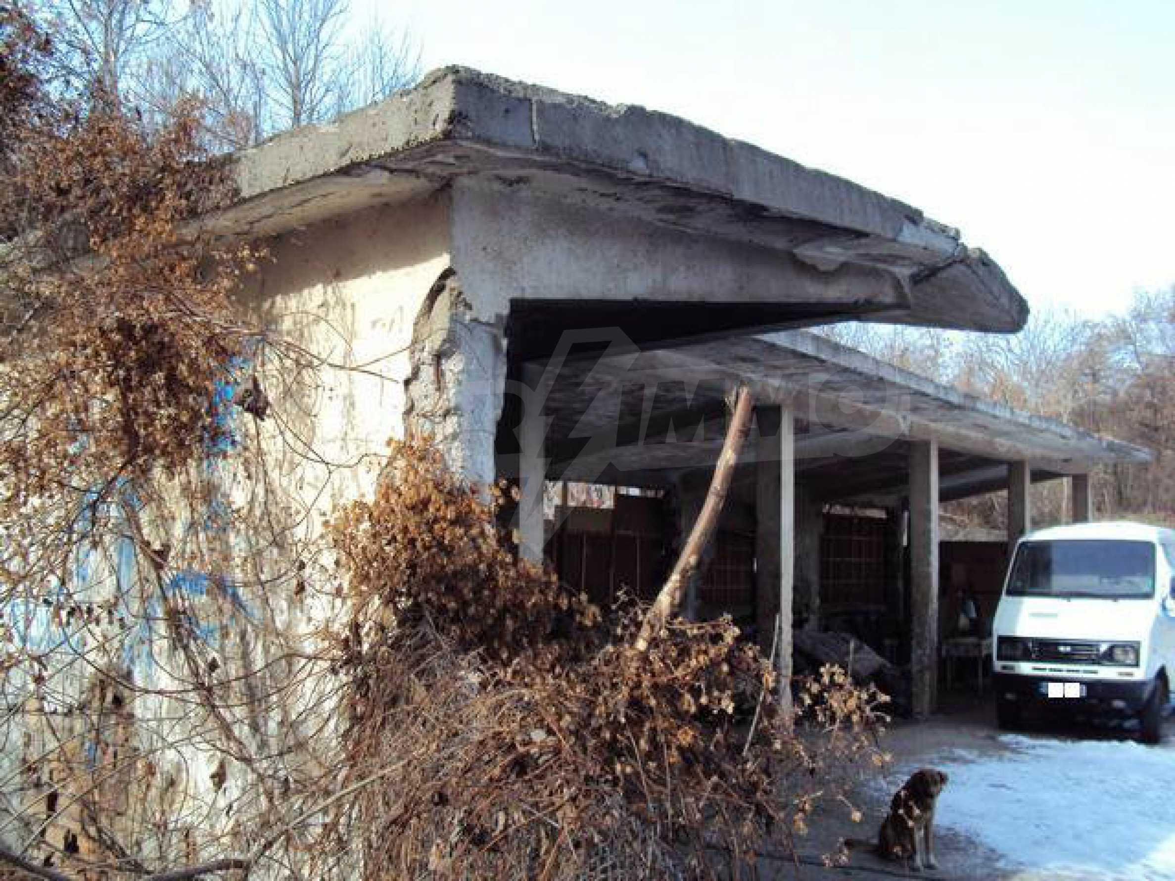 Grundstück mit Altbau auf dem Territorium der alten Militärschule in Veliko Tarnovo 4