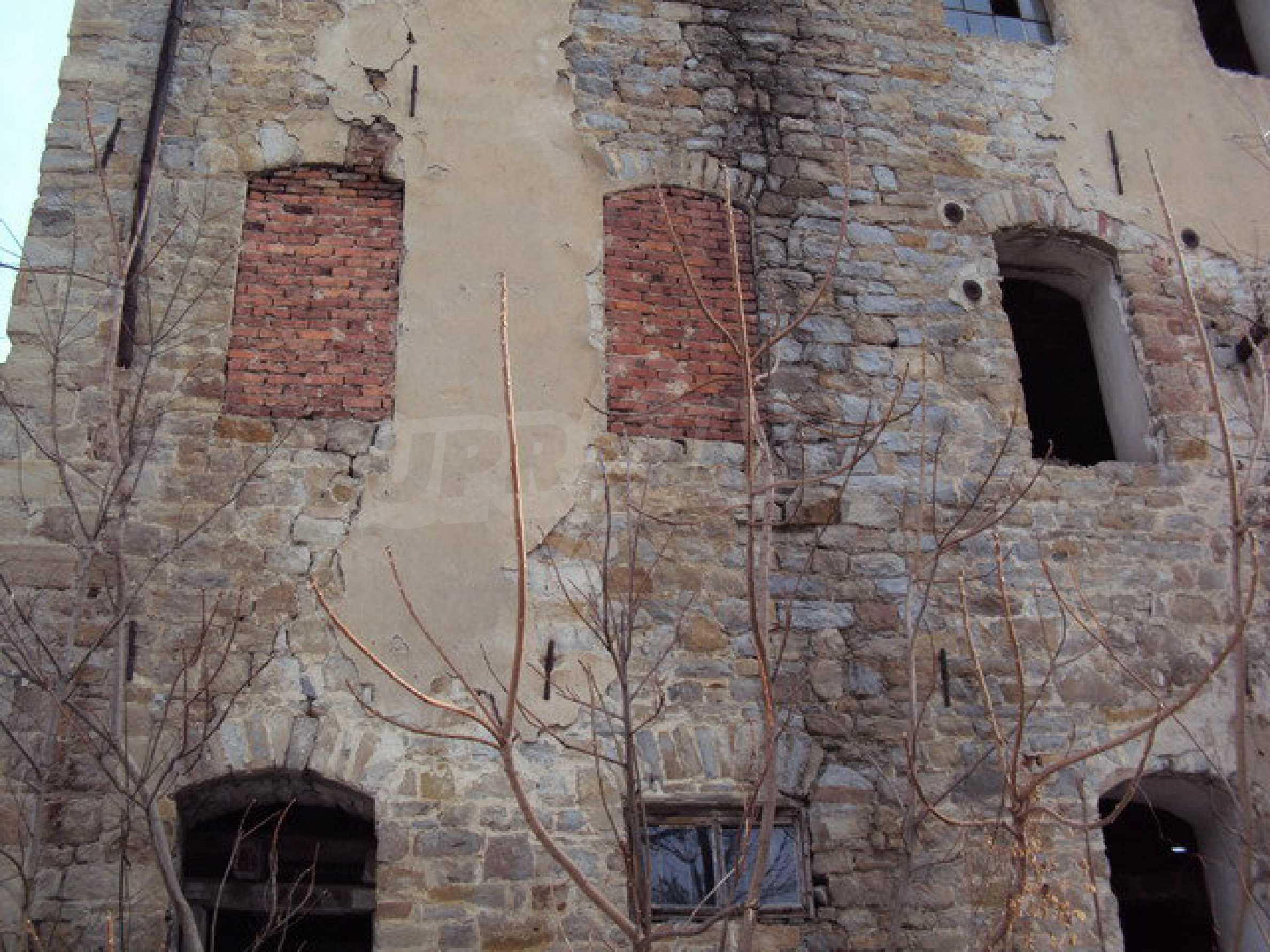 Grundstück mit Altbau auf dem Territorium der alten Militärschule in Veliko Tarnovo 7