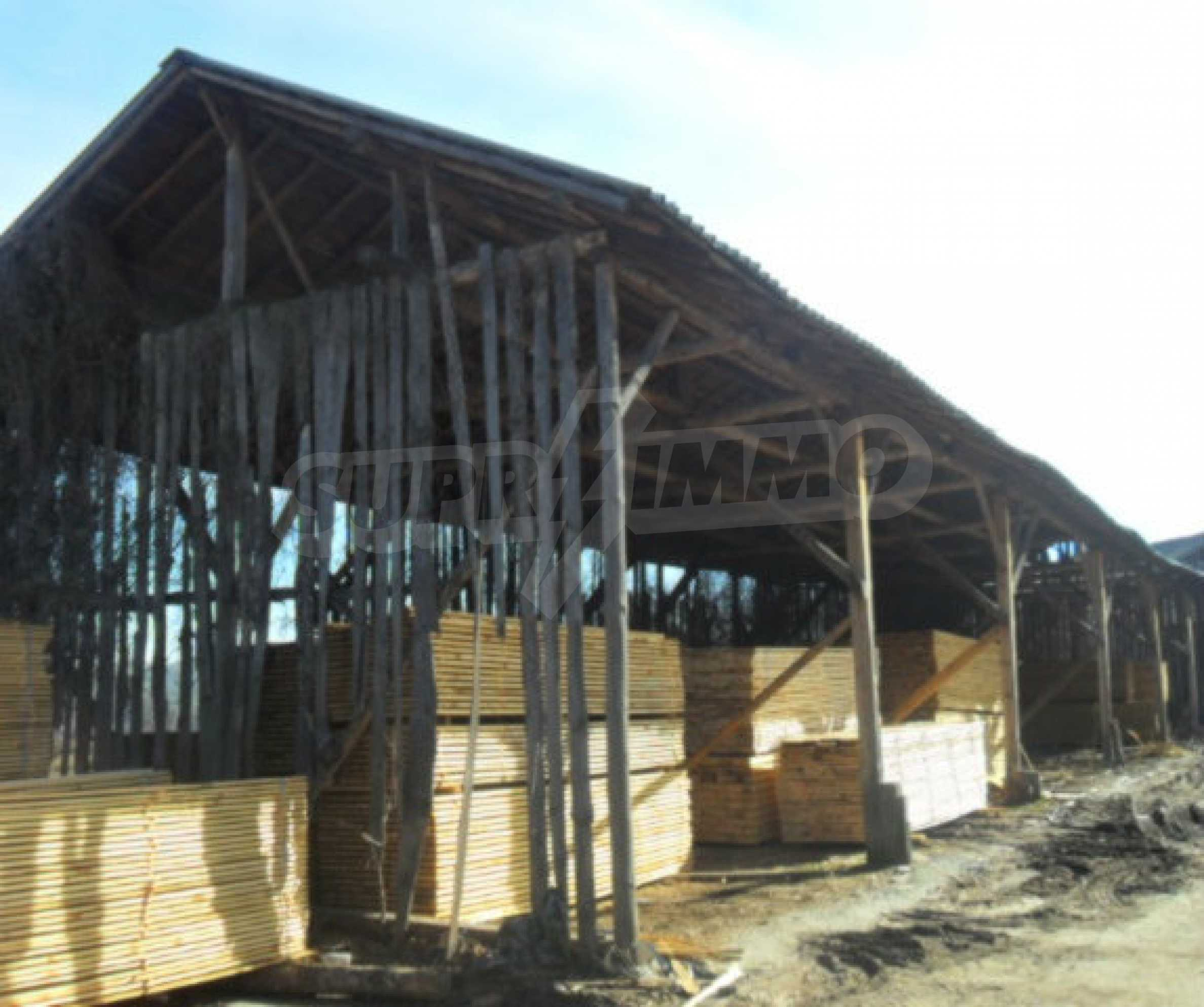 Industriegebäude mit Gelände 9