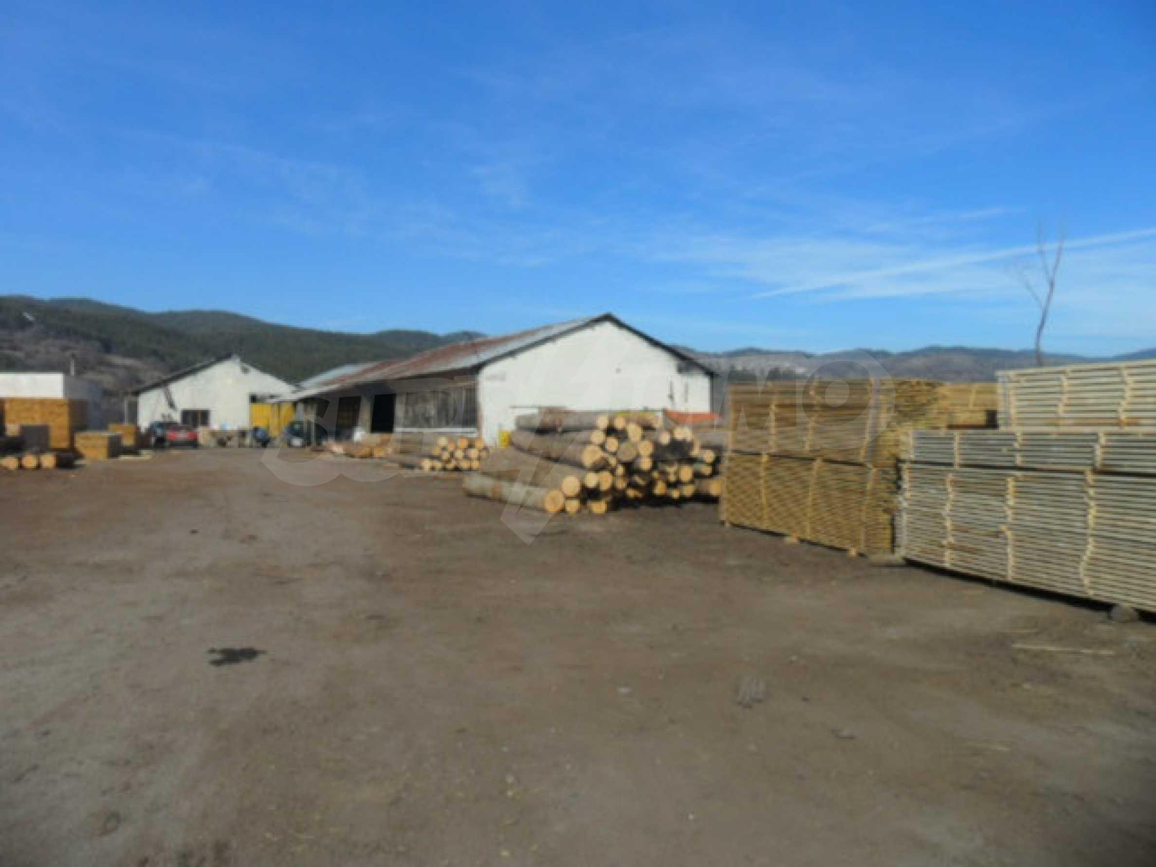 Industriegebäude mit Gelände 4