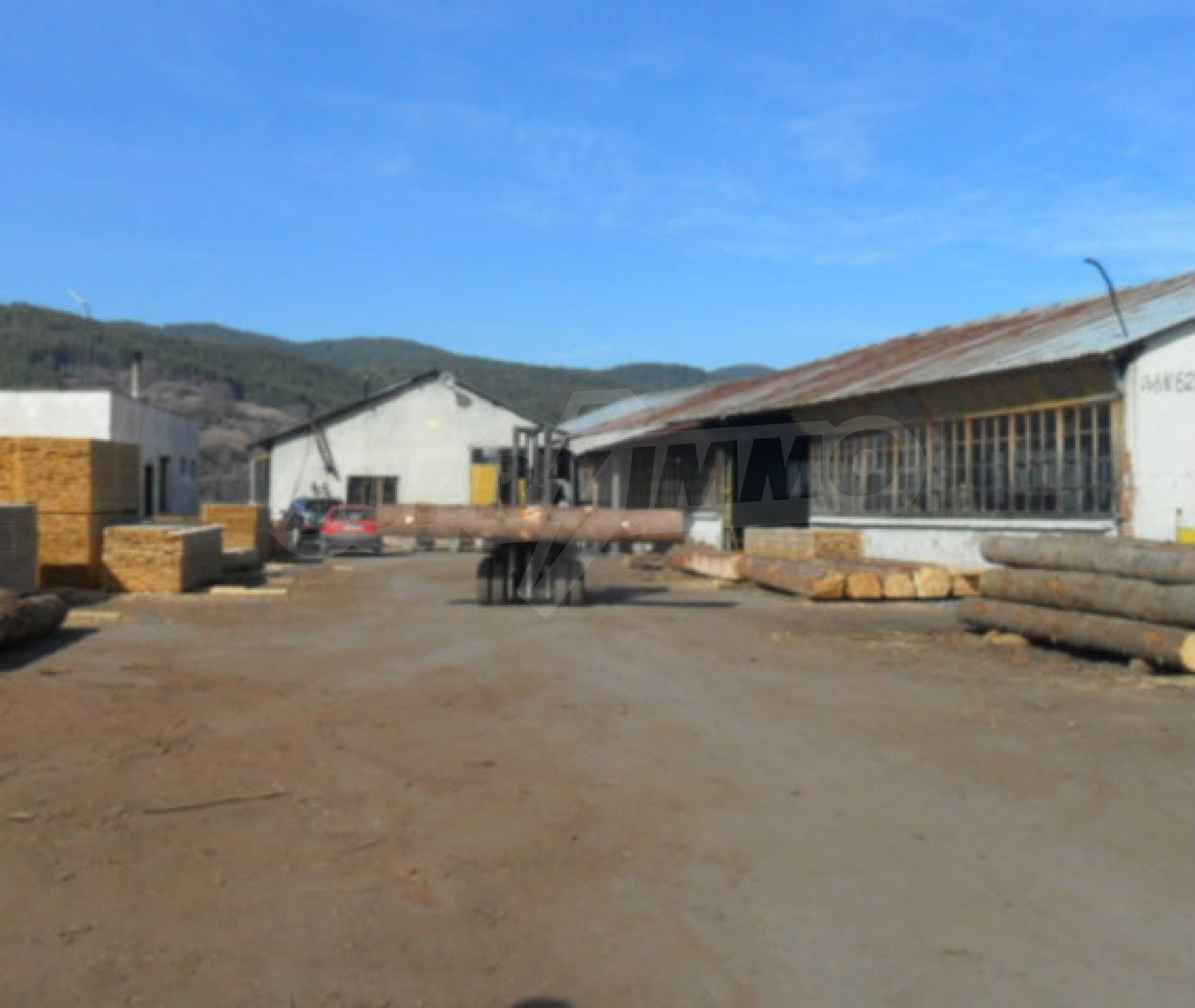 Industriegebäude mit Gelände 5