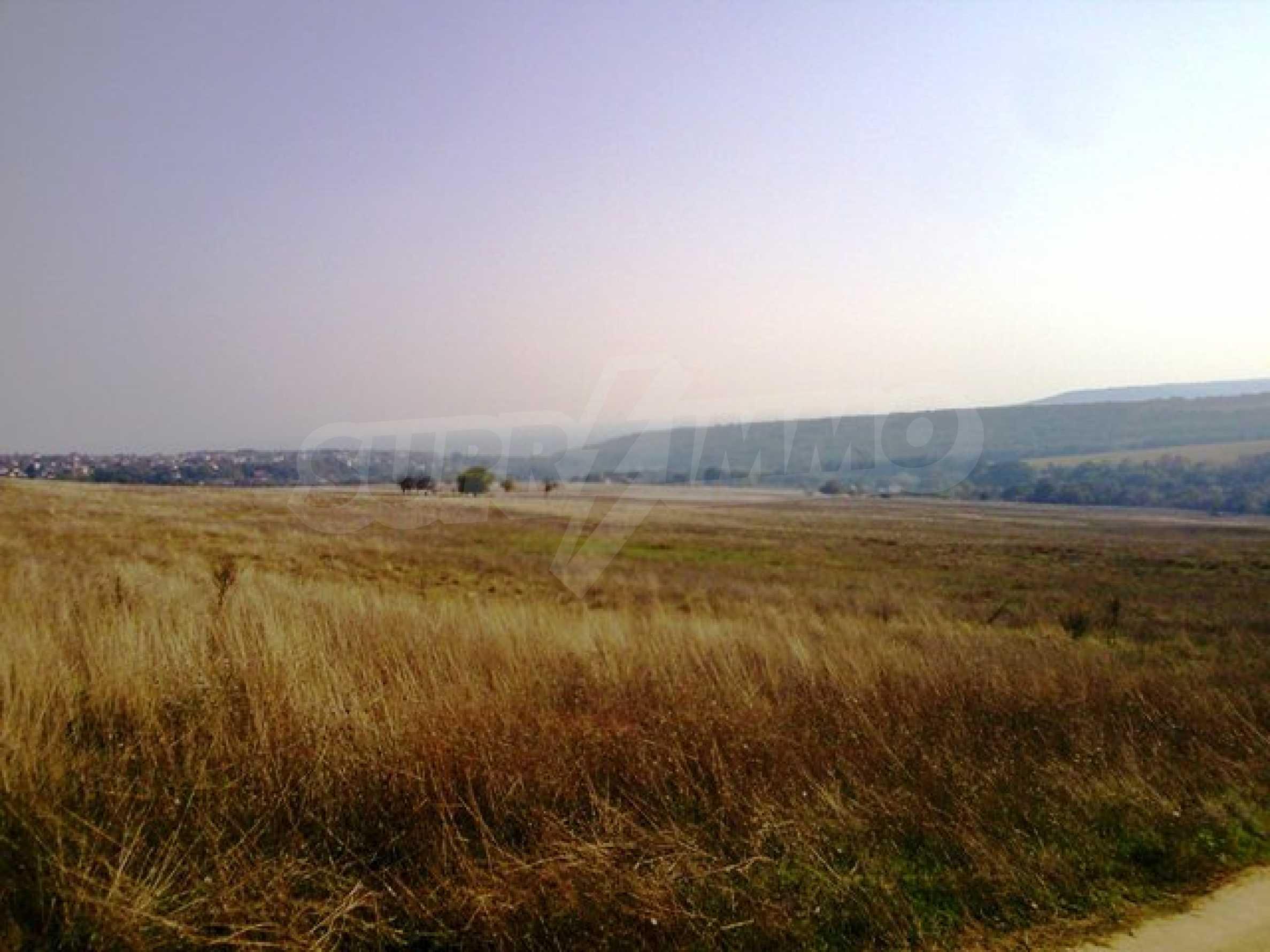 Сельскохозяйственные земли на продажу недалеко от Варны
