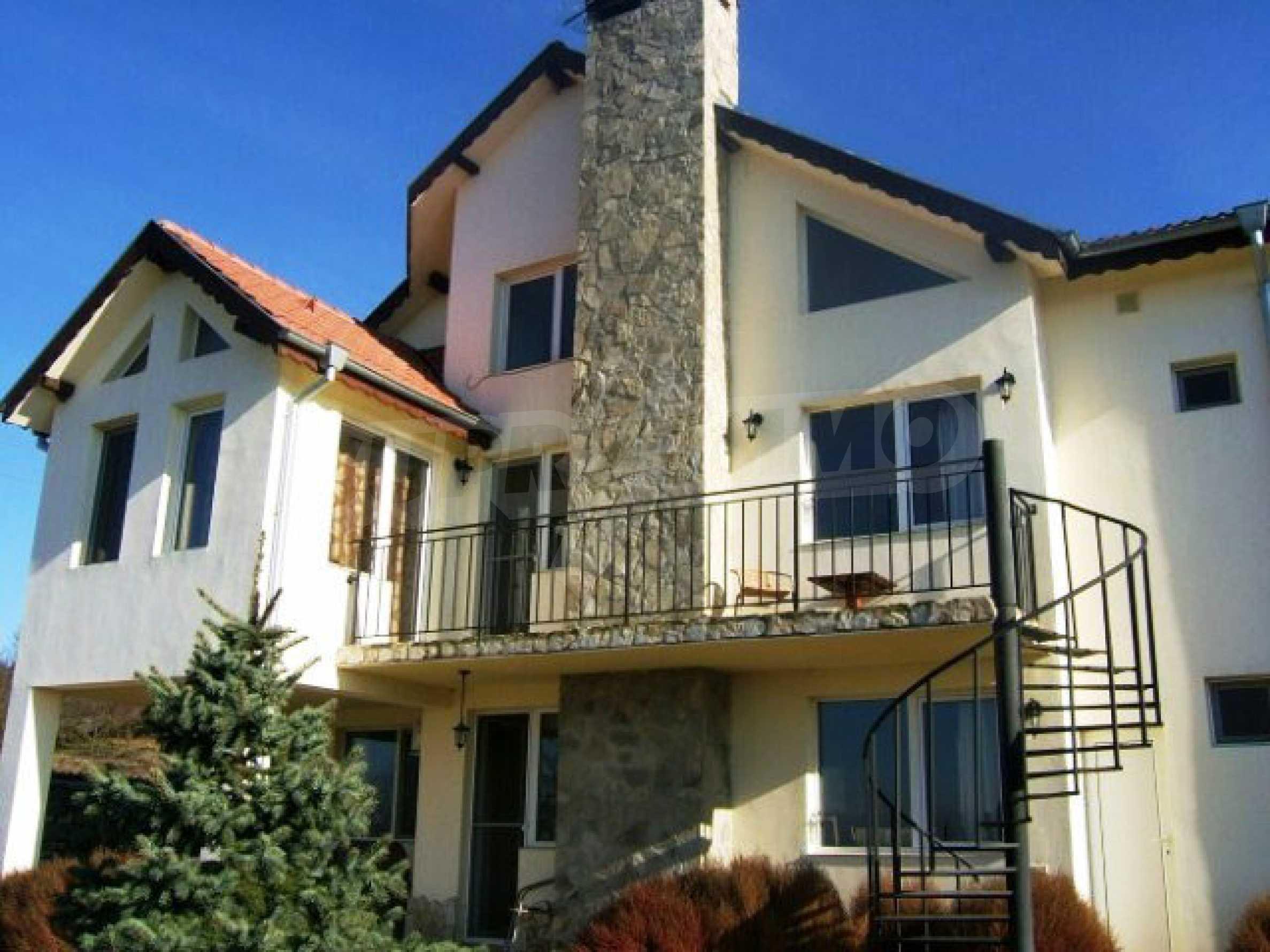 House near Avren