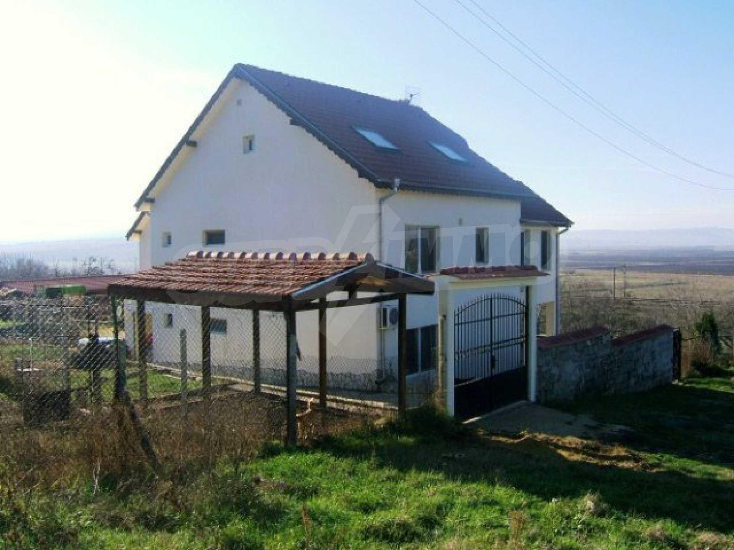 House near Avren 14