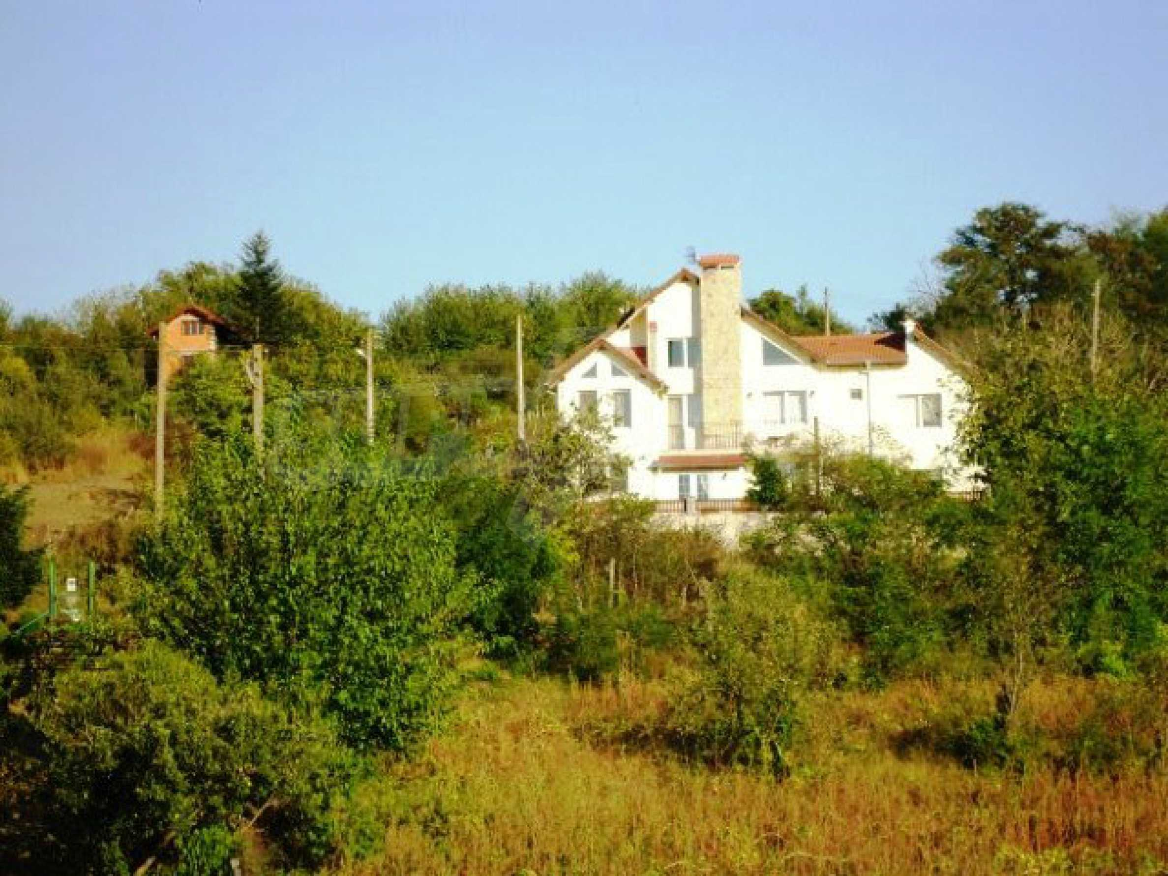 House near Avren 1