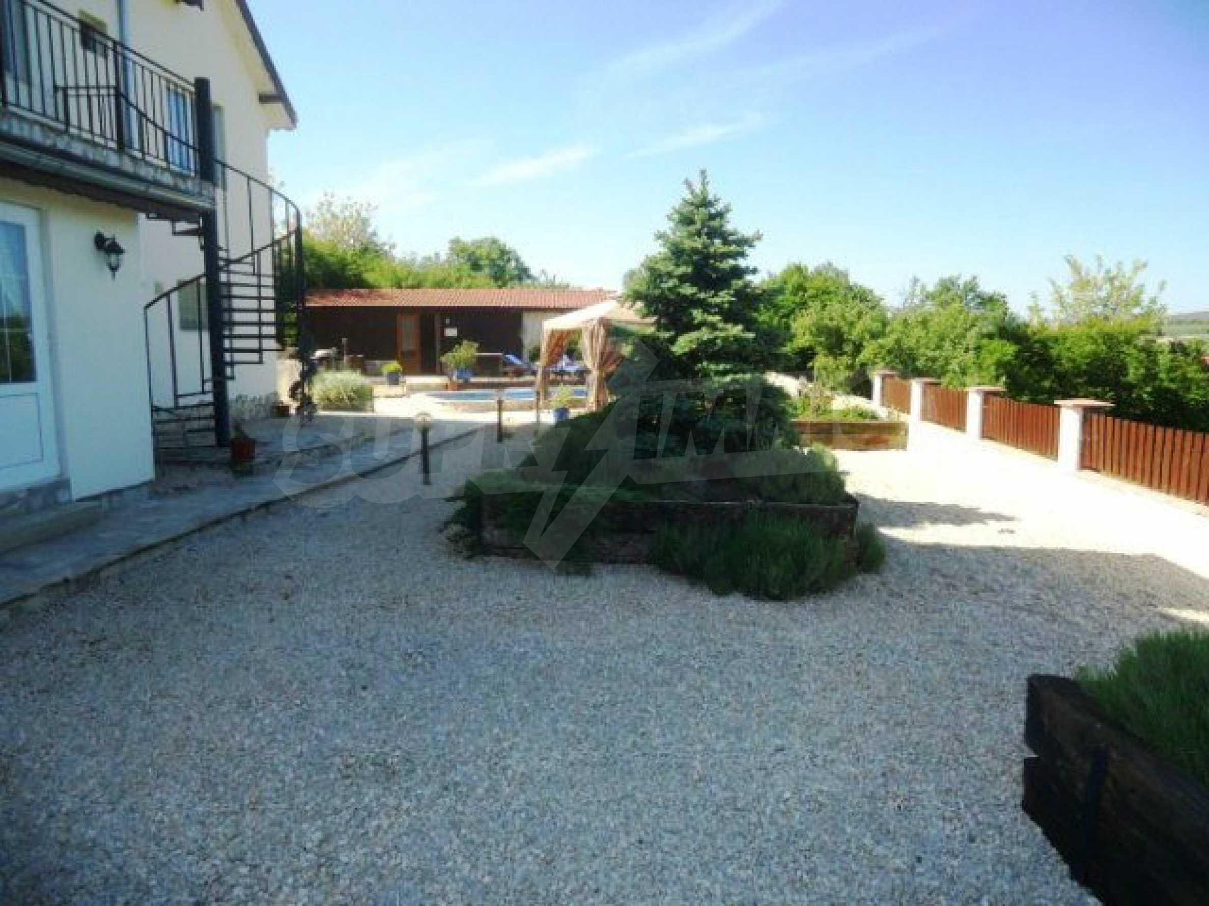 House near Avren 7