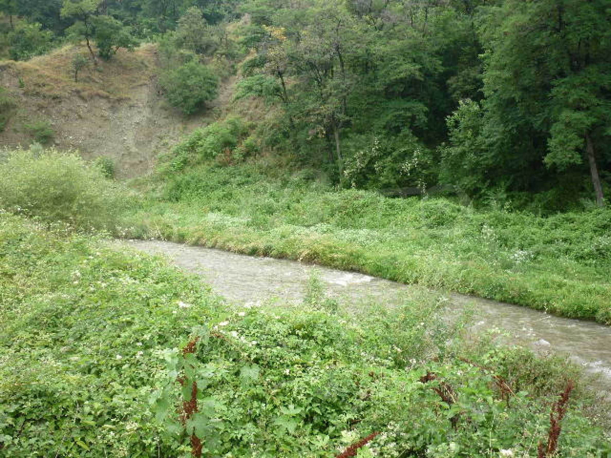 Large plot of land suitable for development 11