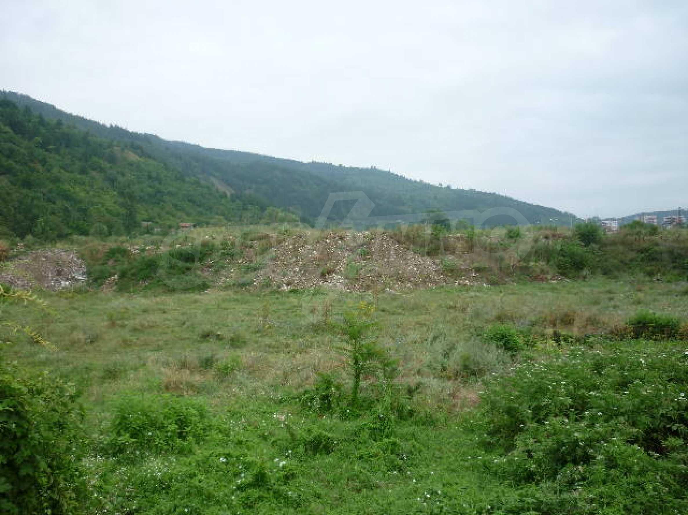 Large plot of land suitable for development 1