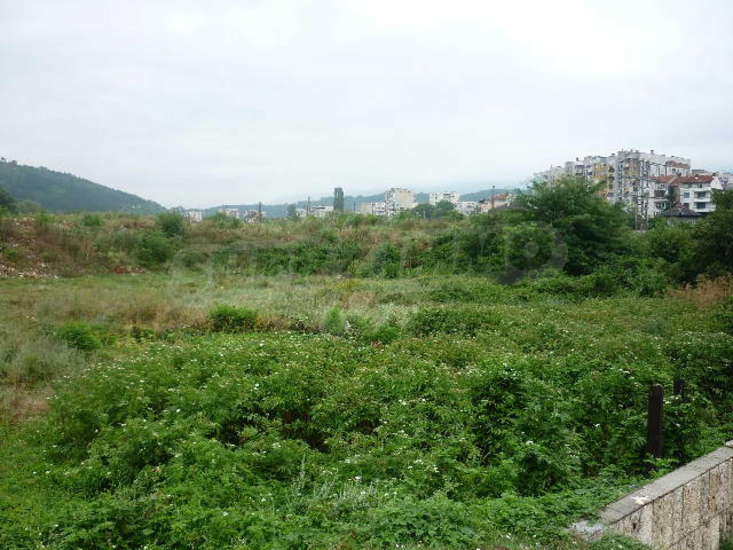 Large plot of land suitable for development 2