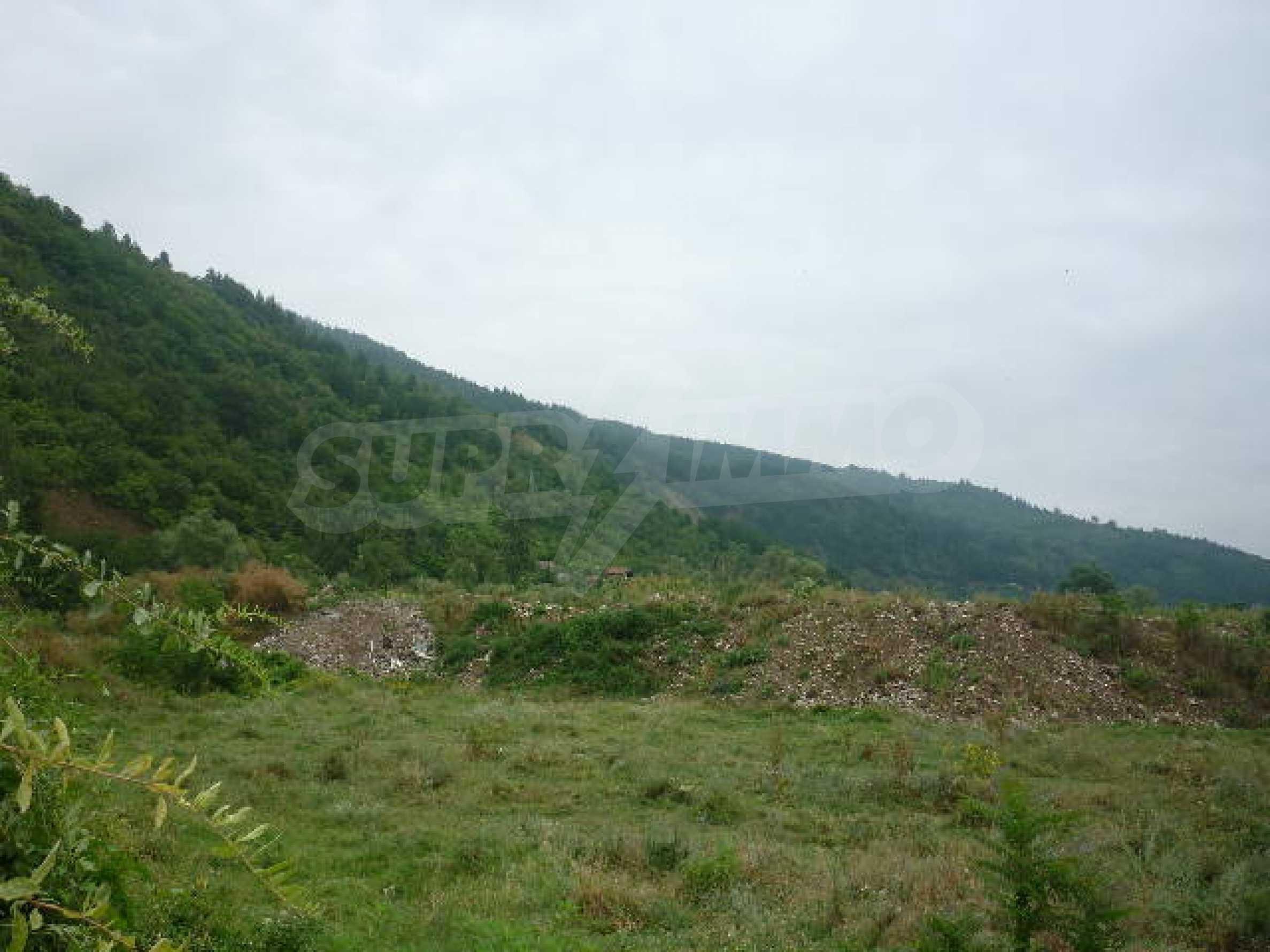 Large plot of land suitable for development 3
