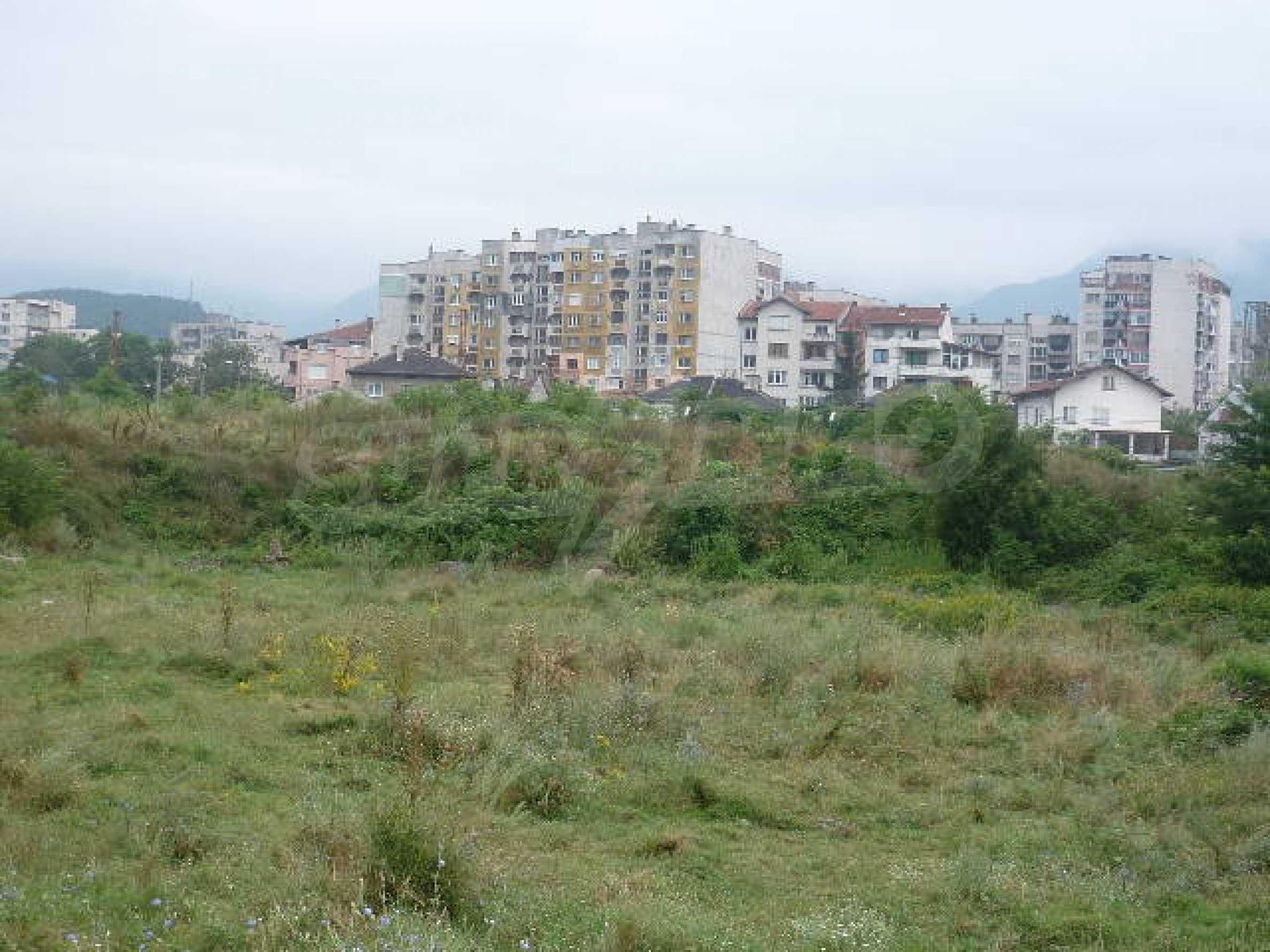 Large plot of land suitable for development 4