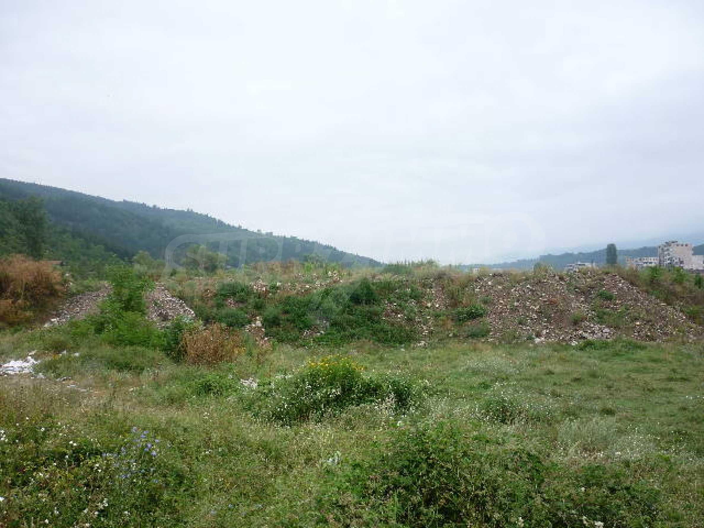 Large plot of land suitable for development 7