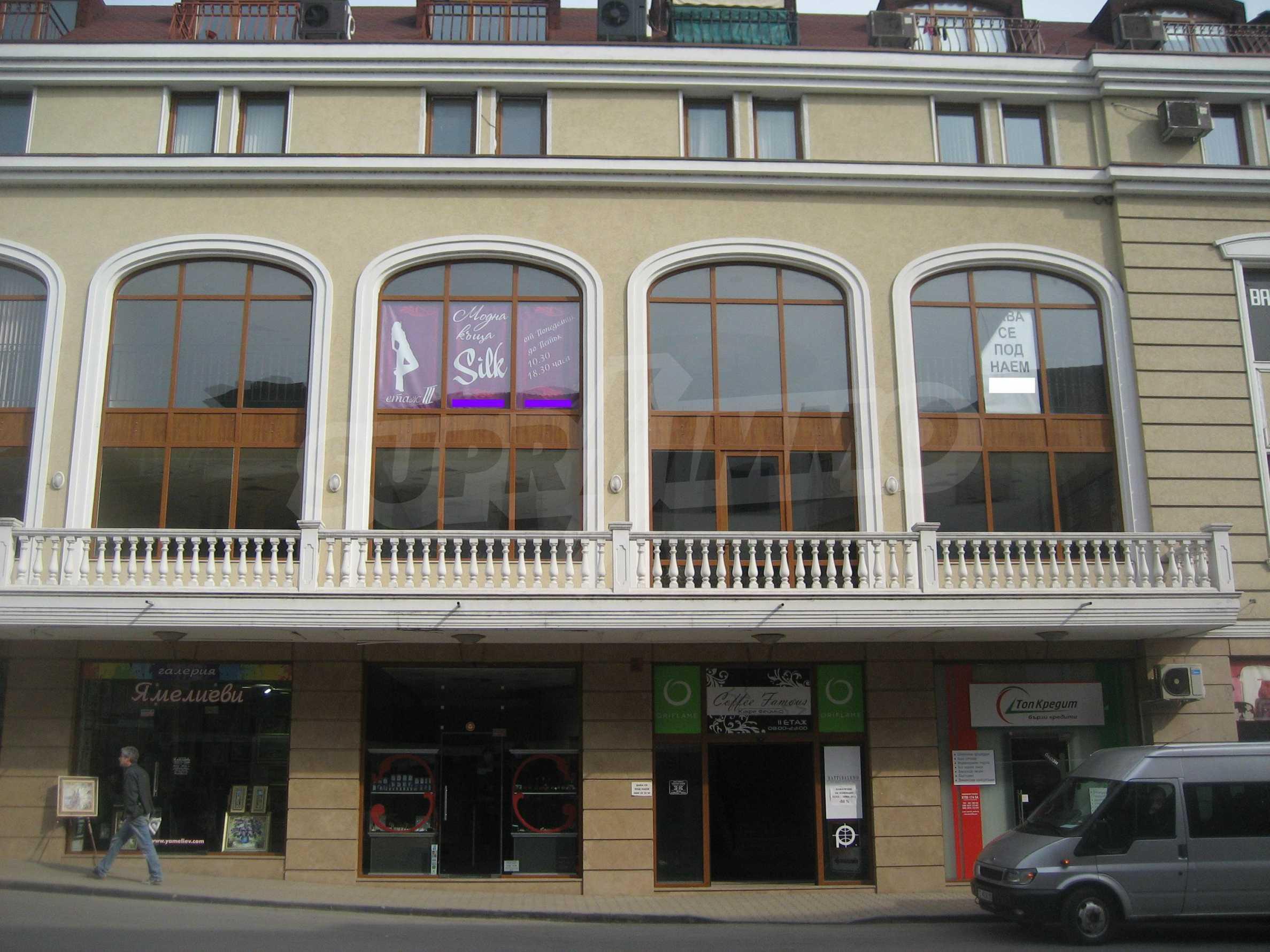 Kaufen Sie in einem Einkaufskomplex im Zentrum von Veliko Tarnovo ein 9