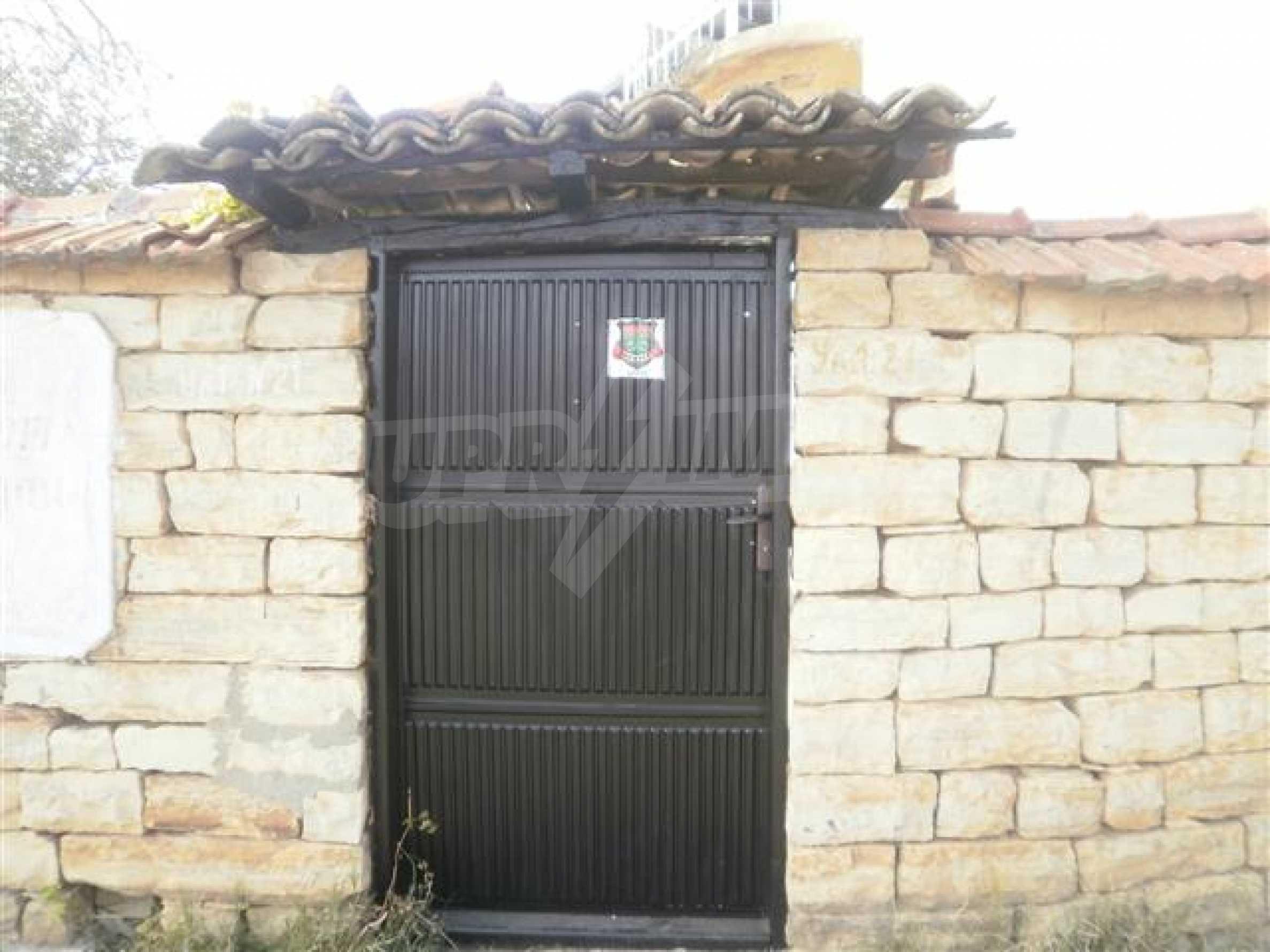 Хубава селска къща с двор и потнциал за развитие 2