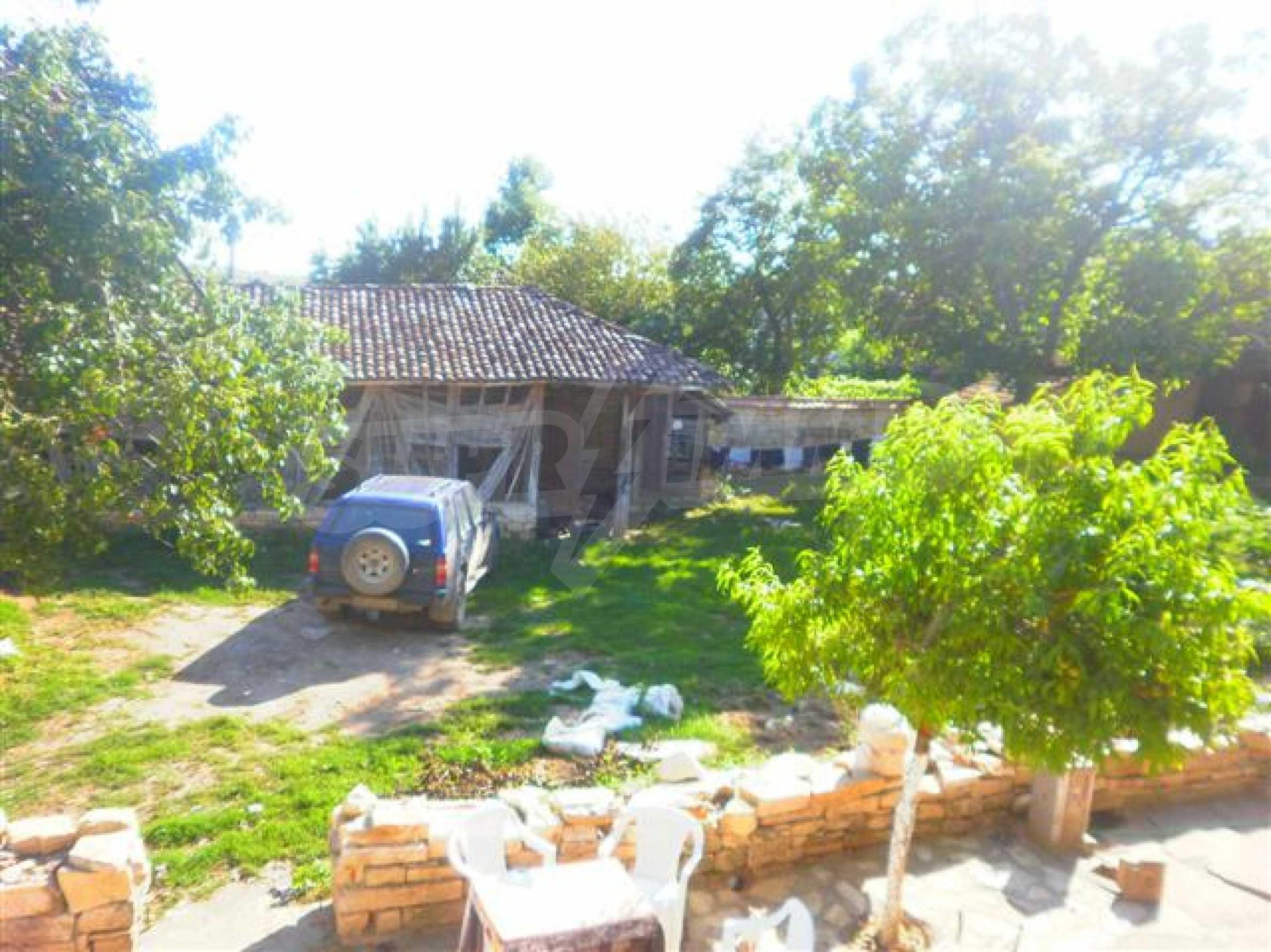 Хубава селска къща с двор и потнциал за развитие 40