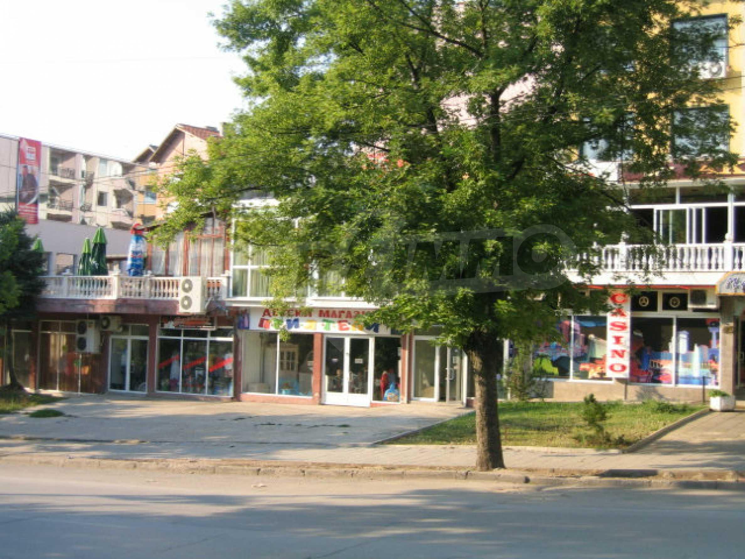 Kaufen Sie in der Haupteinkaufsstraße in Veliko Tarnovo ein 9