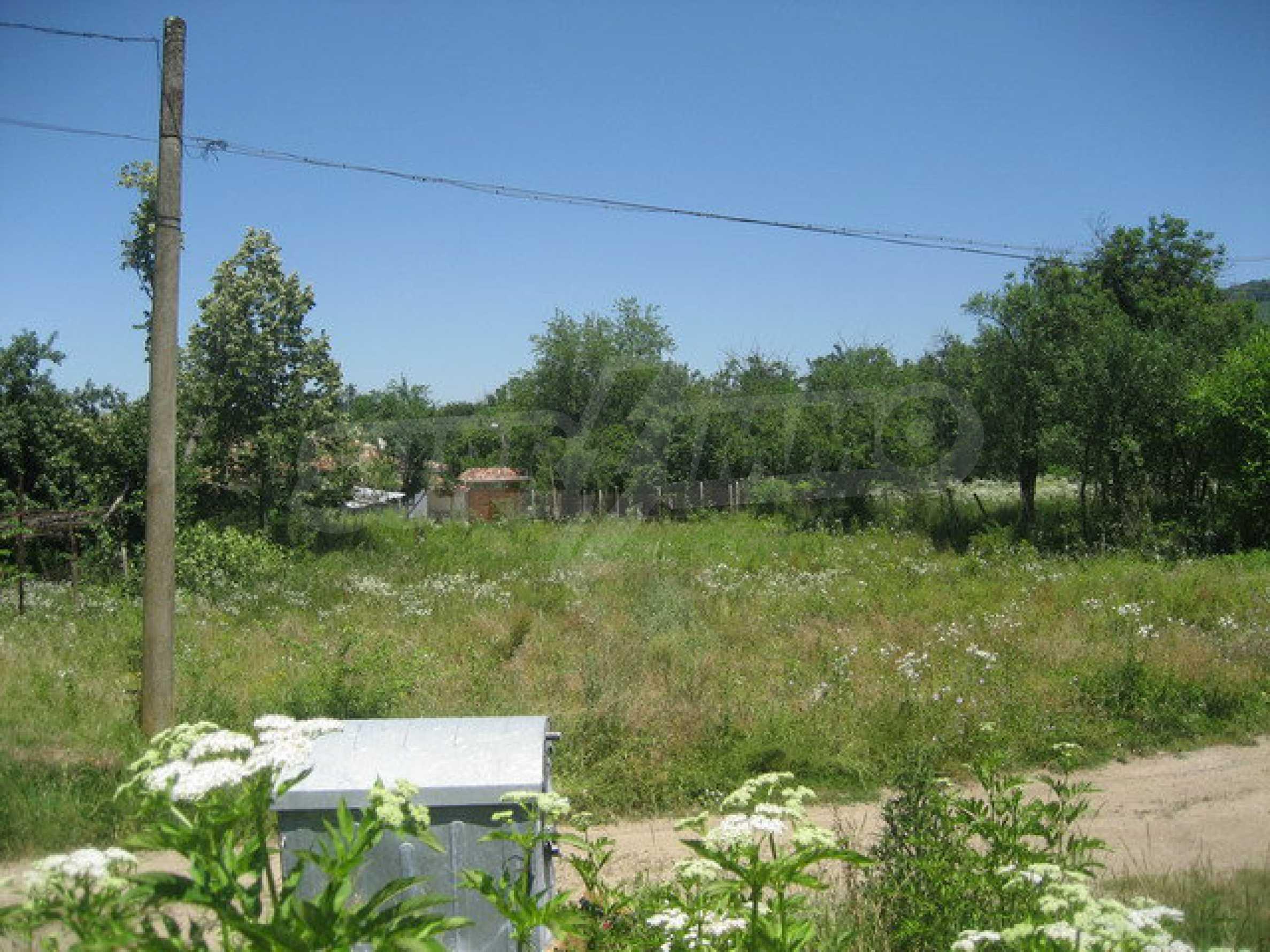 Geregeltes Grundstück in einem gut entwickelten Dorf in der Nähe von Veliko Tarnovo
