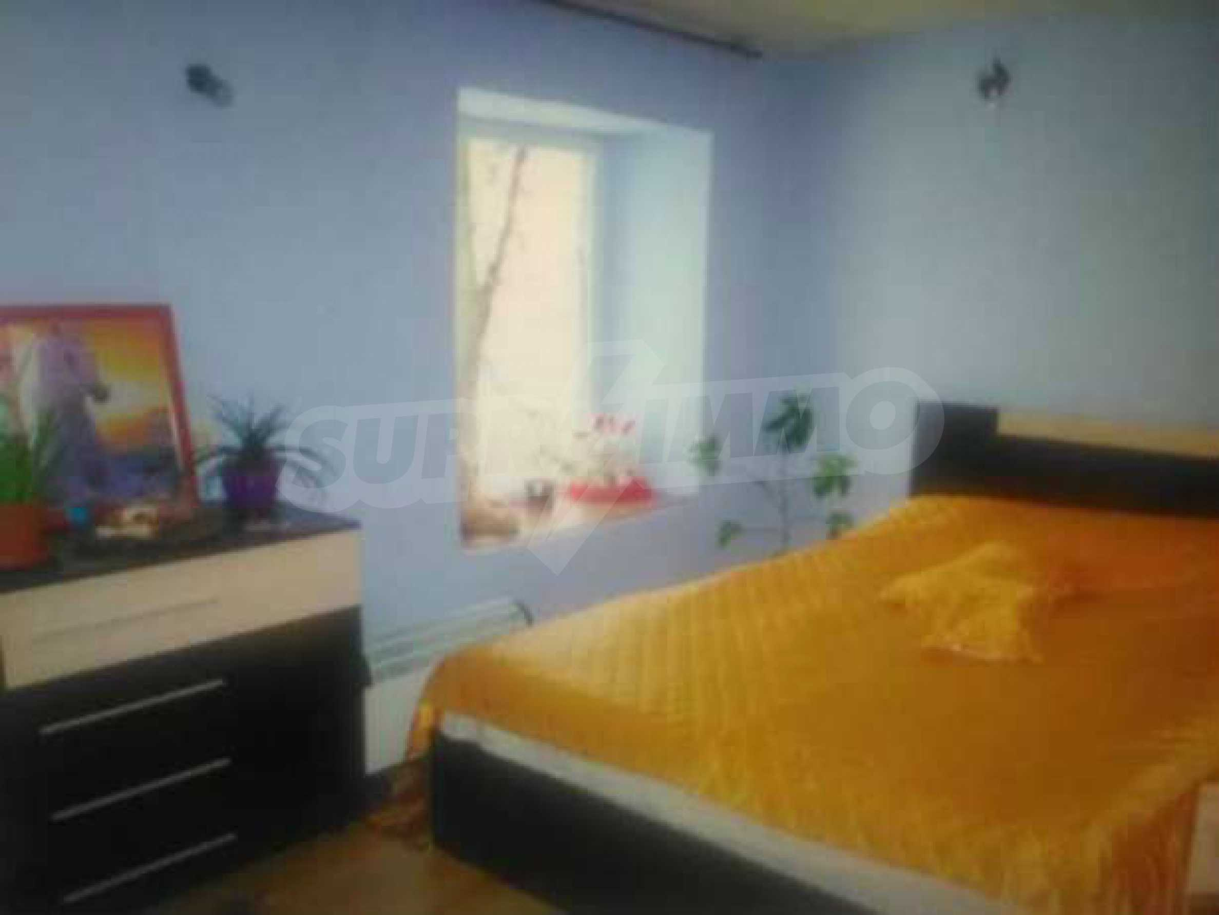 Двуетажна къща с двор в село на 3 км от град Велико Търново  4