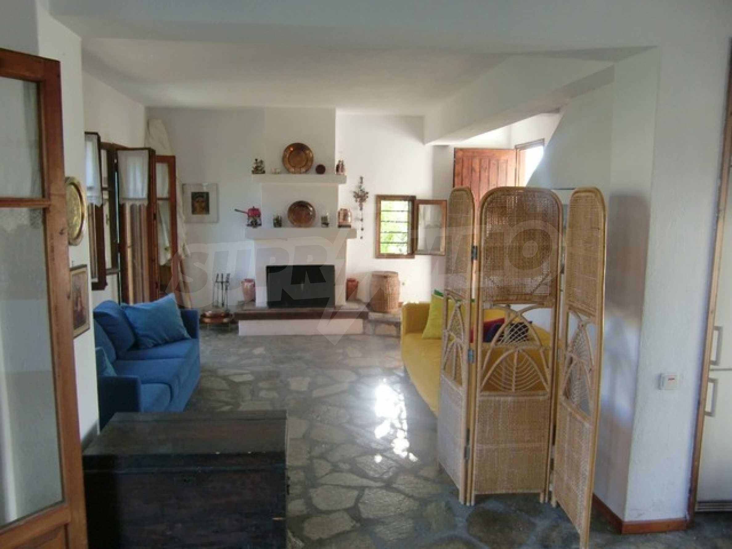 Къща  в  Посиди 9