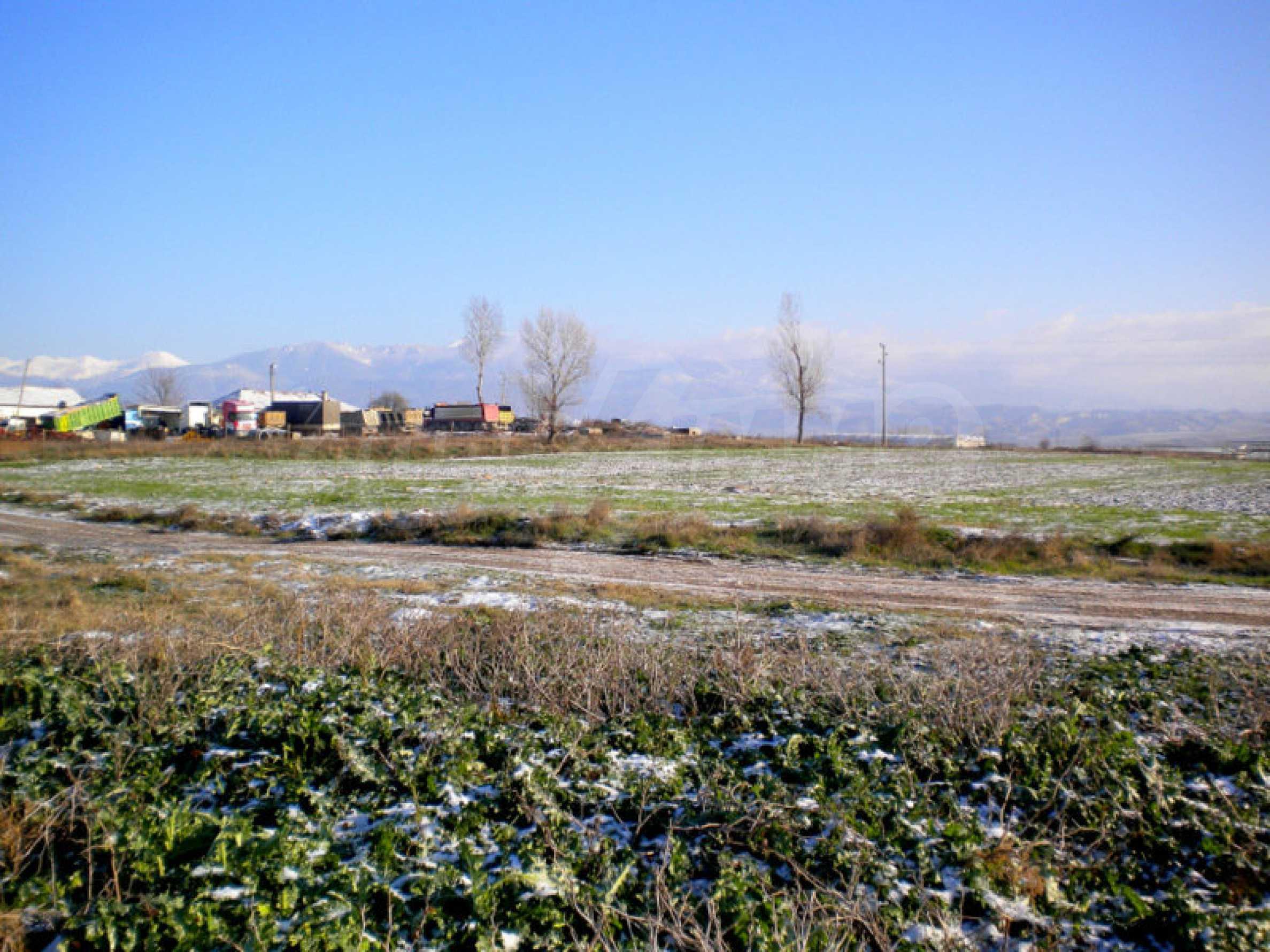 Grundstück für ein Einfamilienhaus in einem Dorf in der Nähe des Kurorts Sandanski