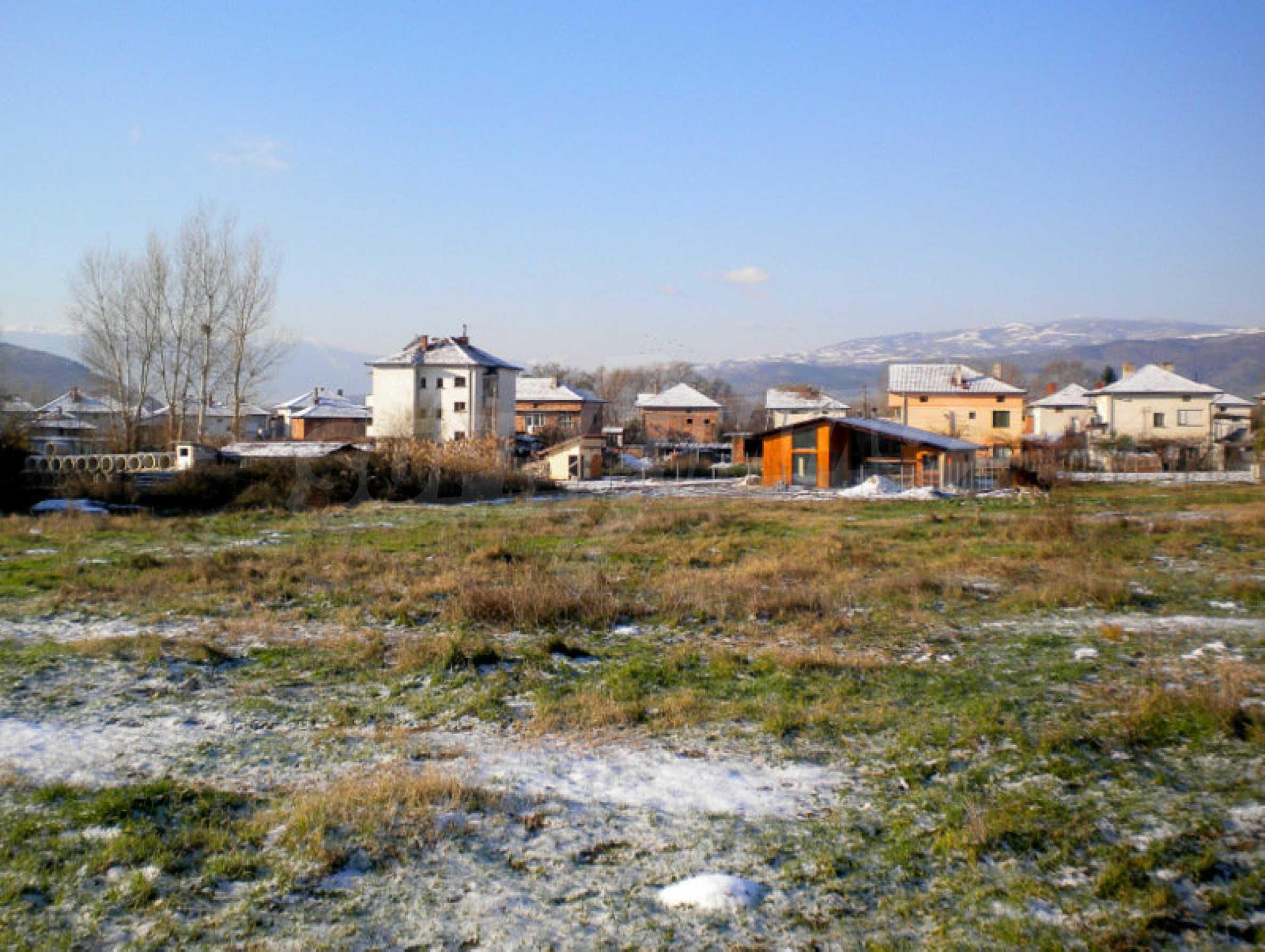 Grundstück für ein Einfamilienhaus in einem Dorf in der Nähe des Kurorts Sandanski 1