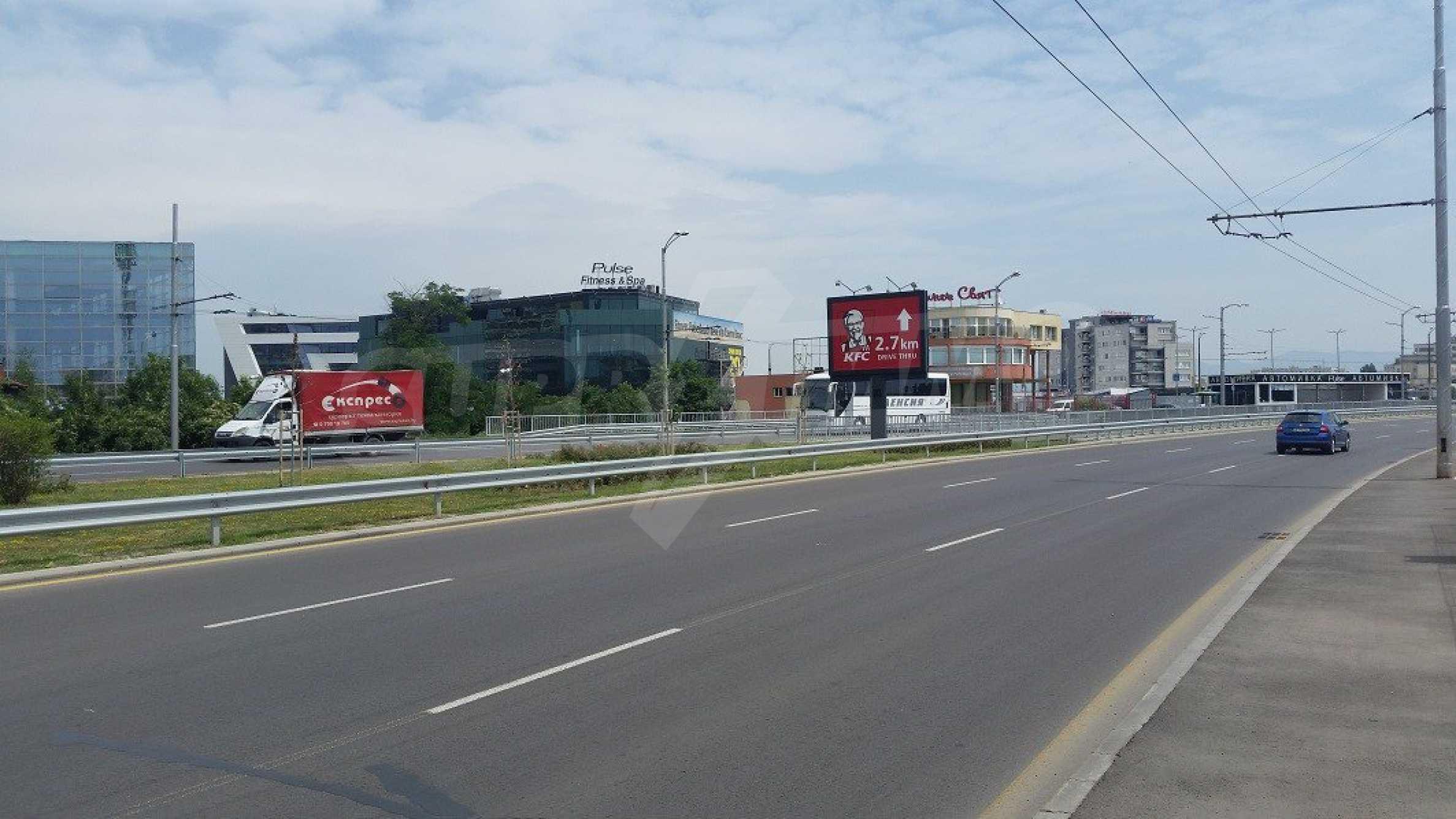 Парцел с проект за офисна сграда в София 1
