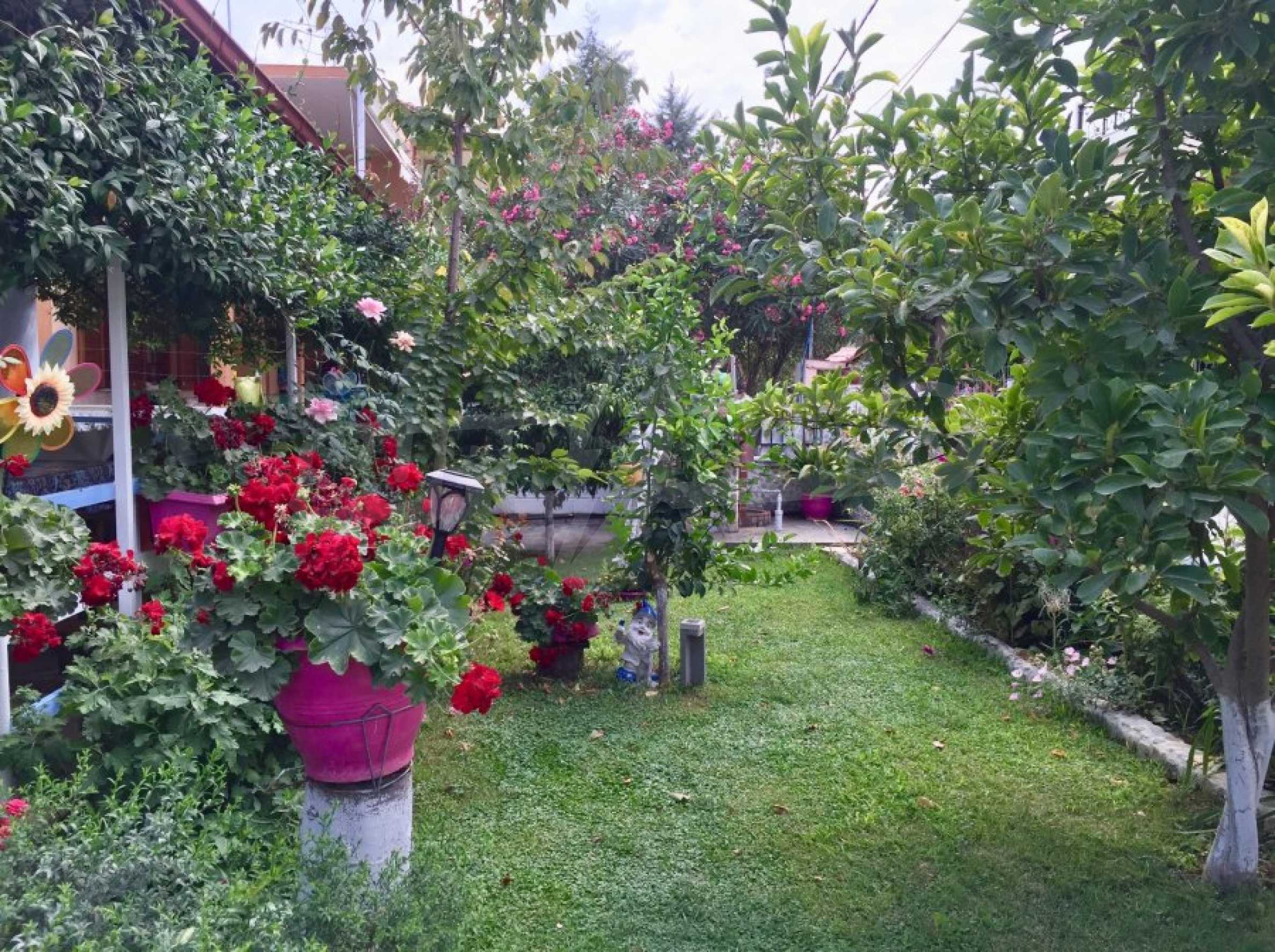 Къща с две спални и прекрасна градина