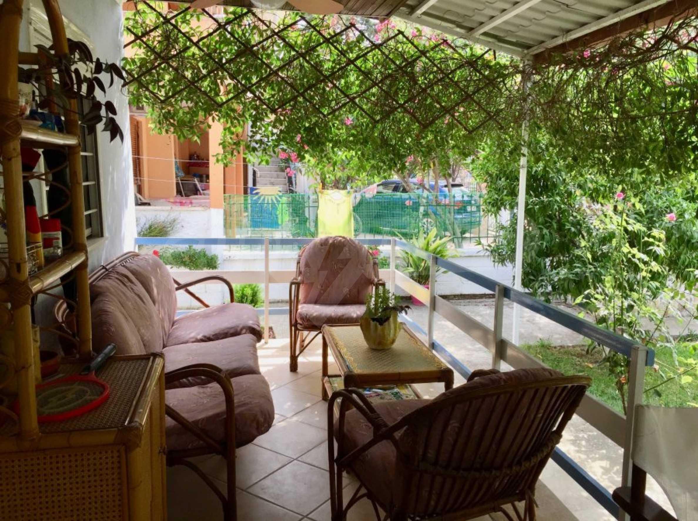 Къща с две спални и прекрасна градина 11